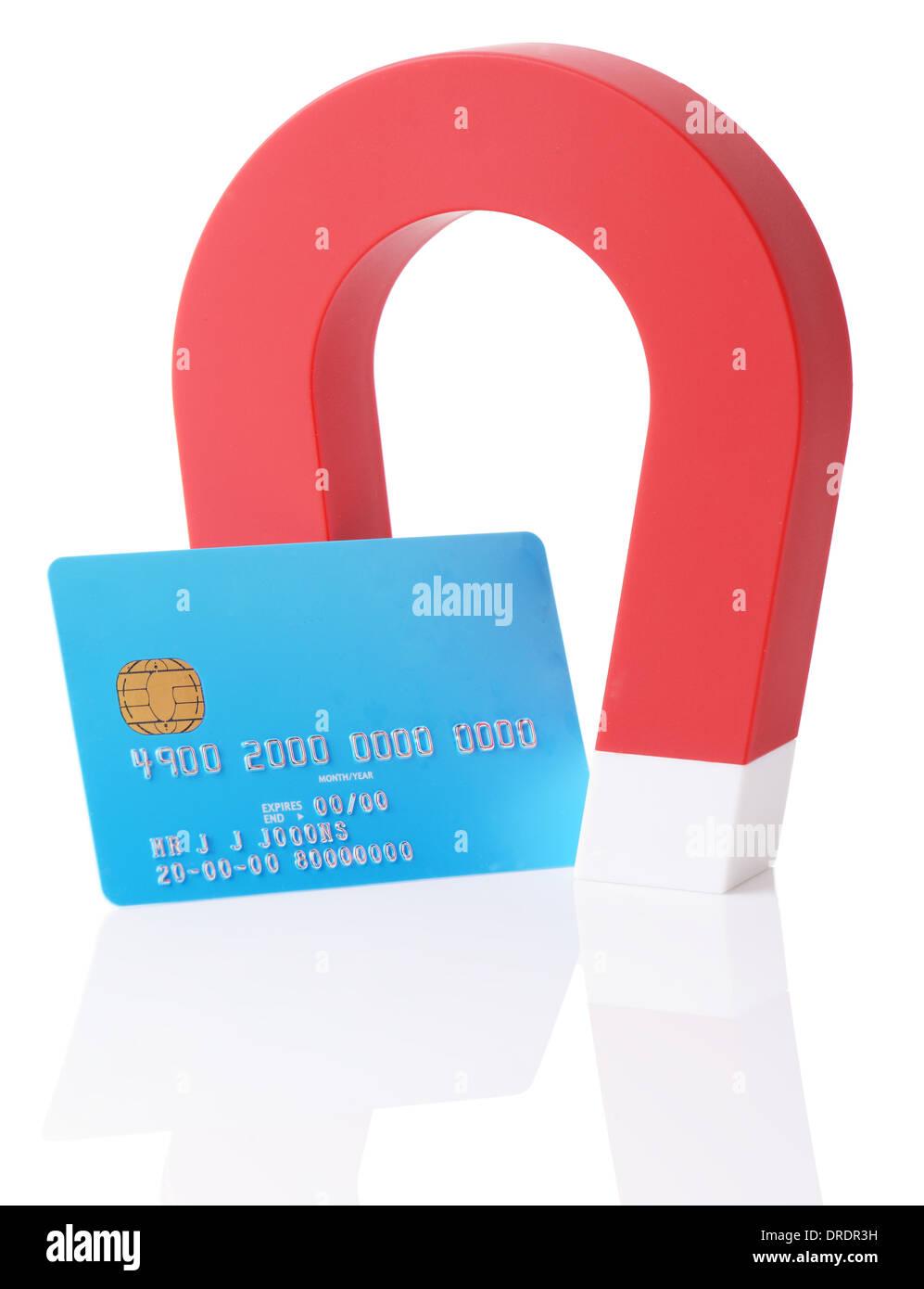 Un aimant de l'effacement d'une carte de crédit strip isolé sur fond blanc Photo Stock