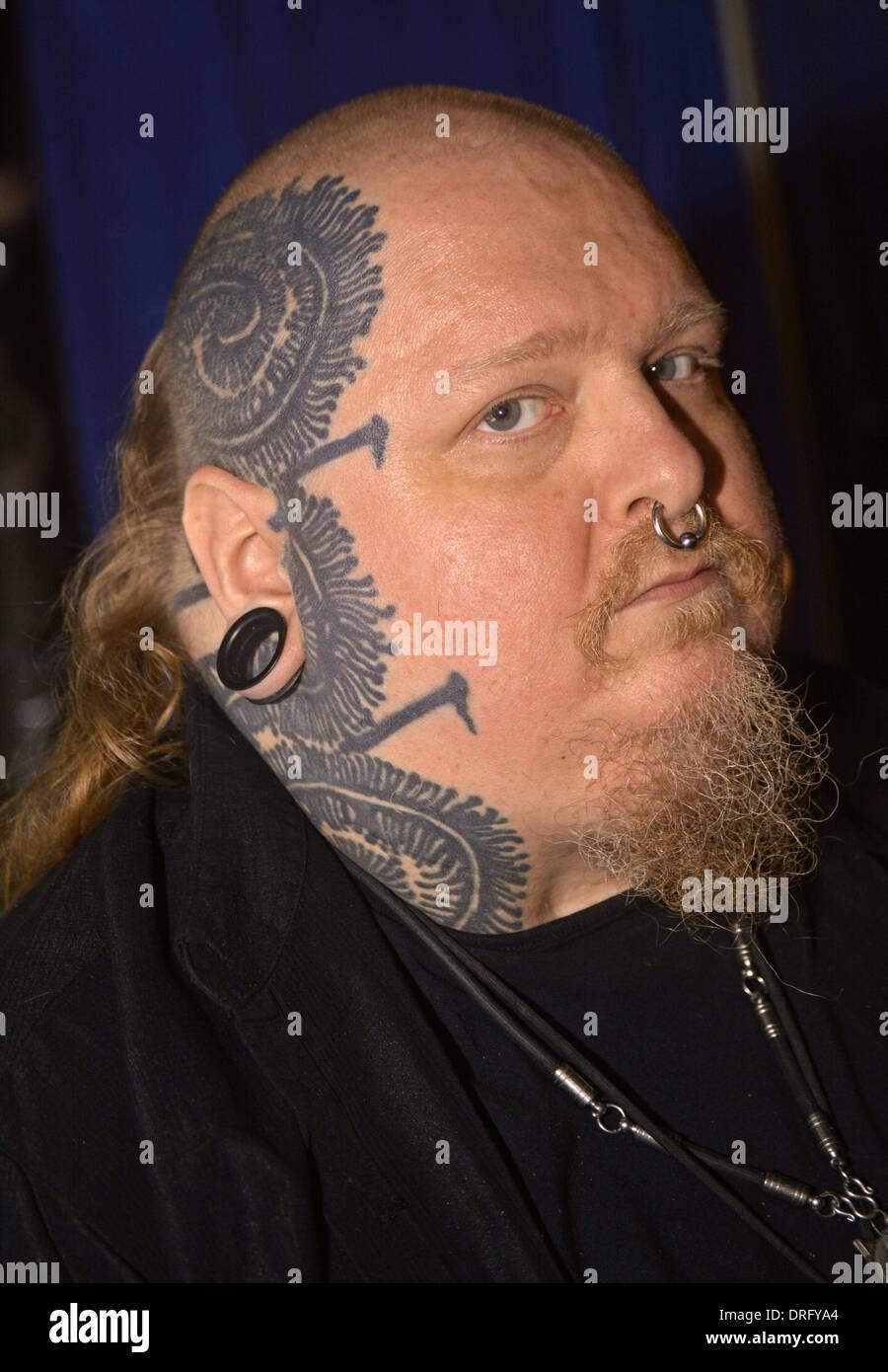 Paul Booth Un Homme Avec Des Tatouages Visage A La 16e Convention