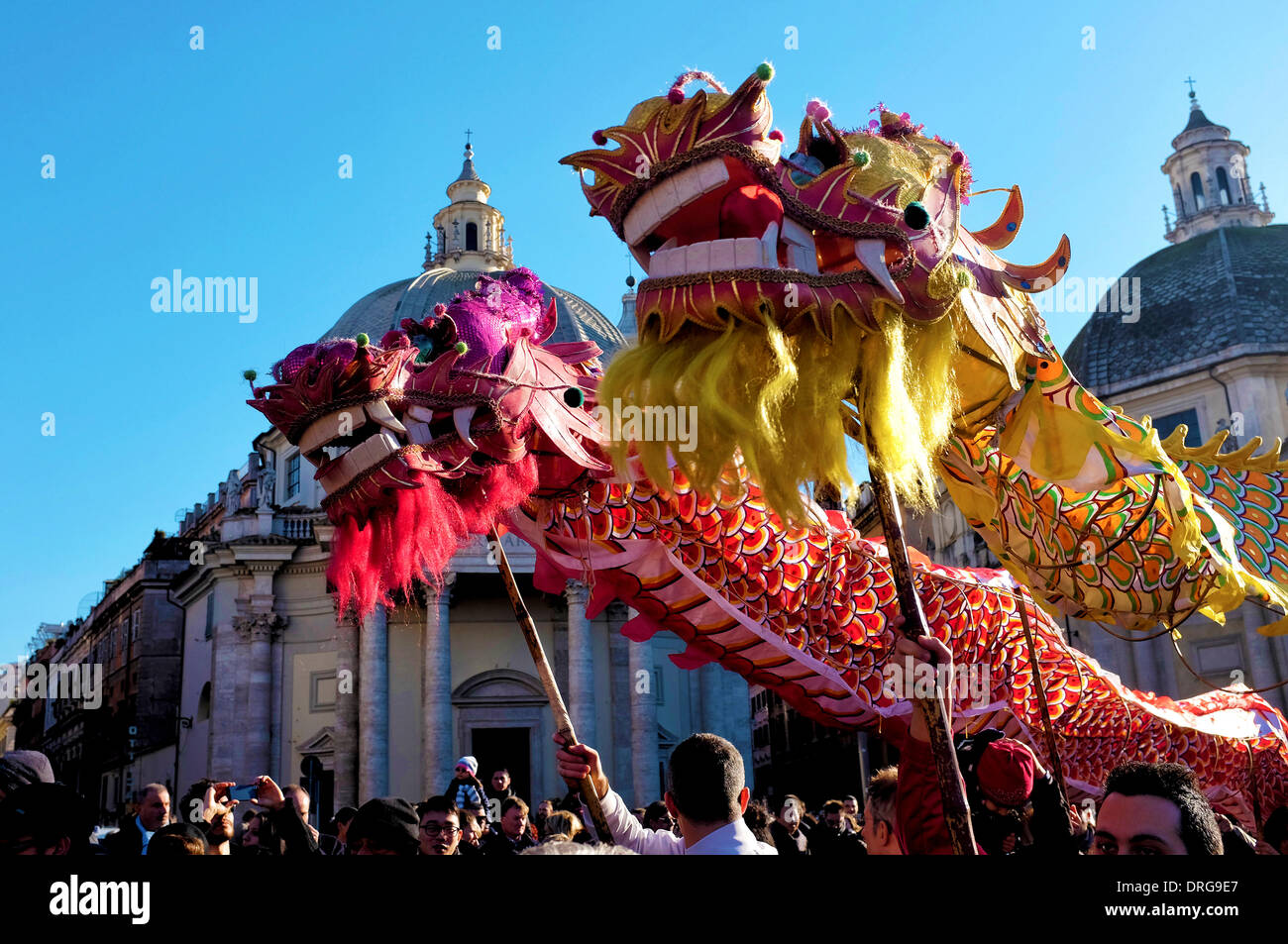 Rome, Italie 25 janvier 2014 Artistes Célébrez le Nouvel An chinois sur la Piazza del Popolo. Selon le calendrier chinois, c'est l'année de l'horse Crédit: Fabrizio Troiani/Alamy Live News Photo Stock