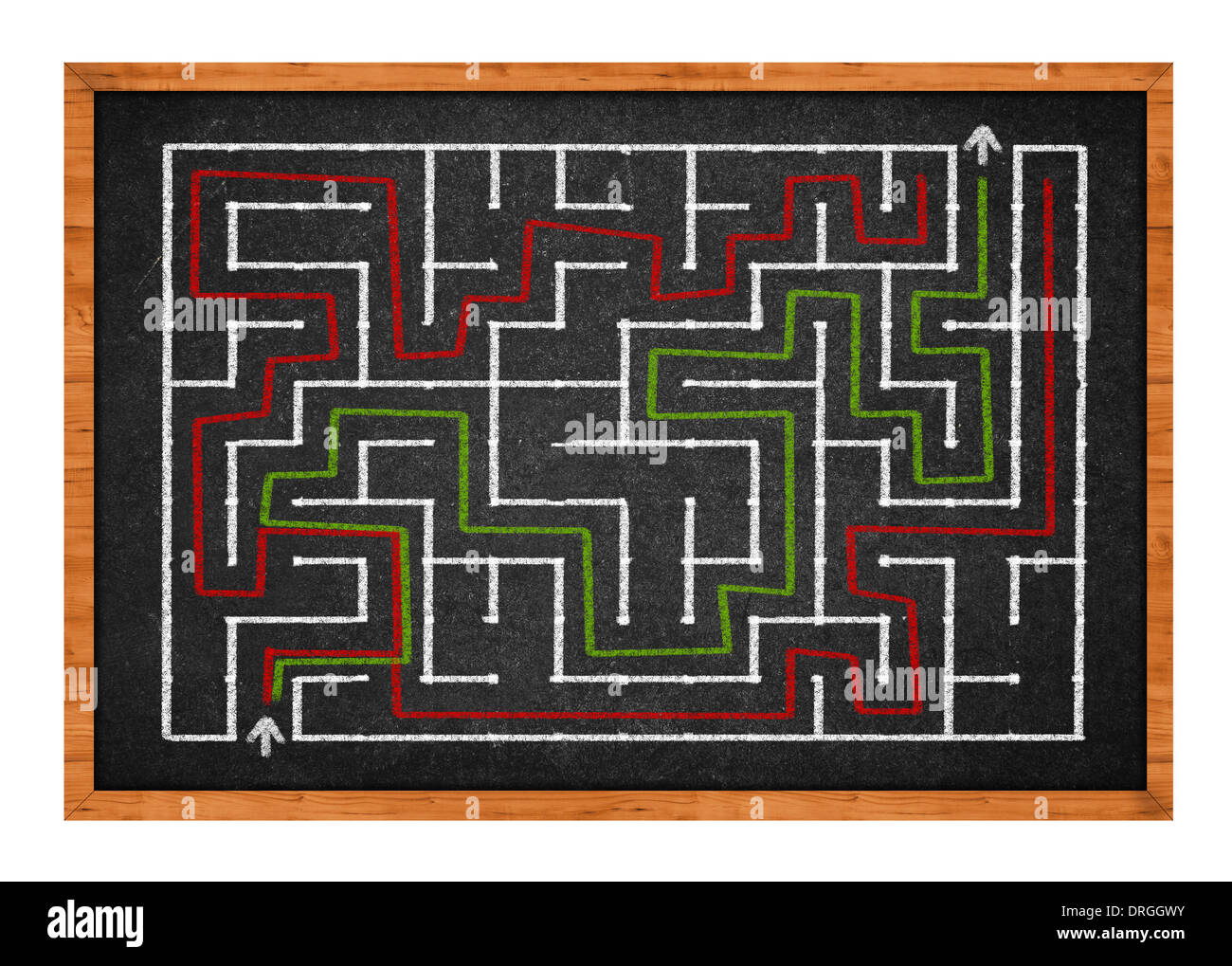 Labyrinthe dessiné à la main sur un tableau noir en classe Photo Stock