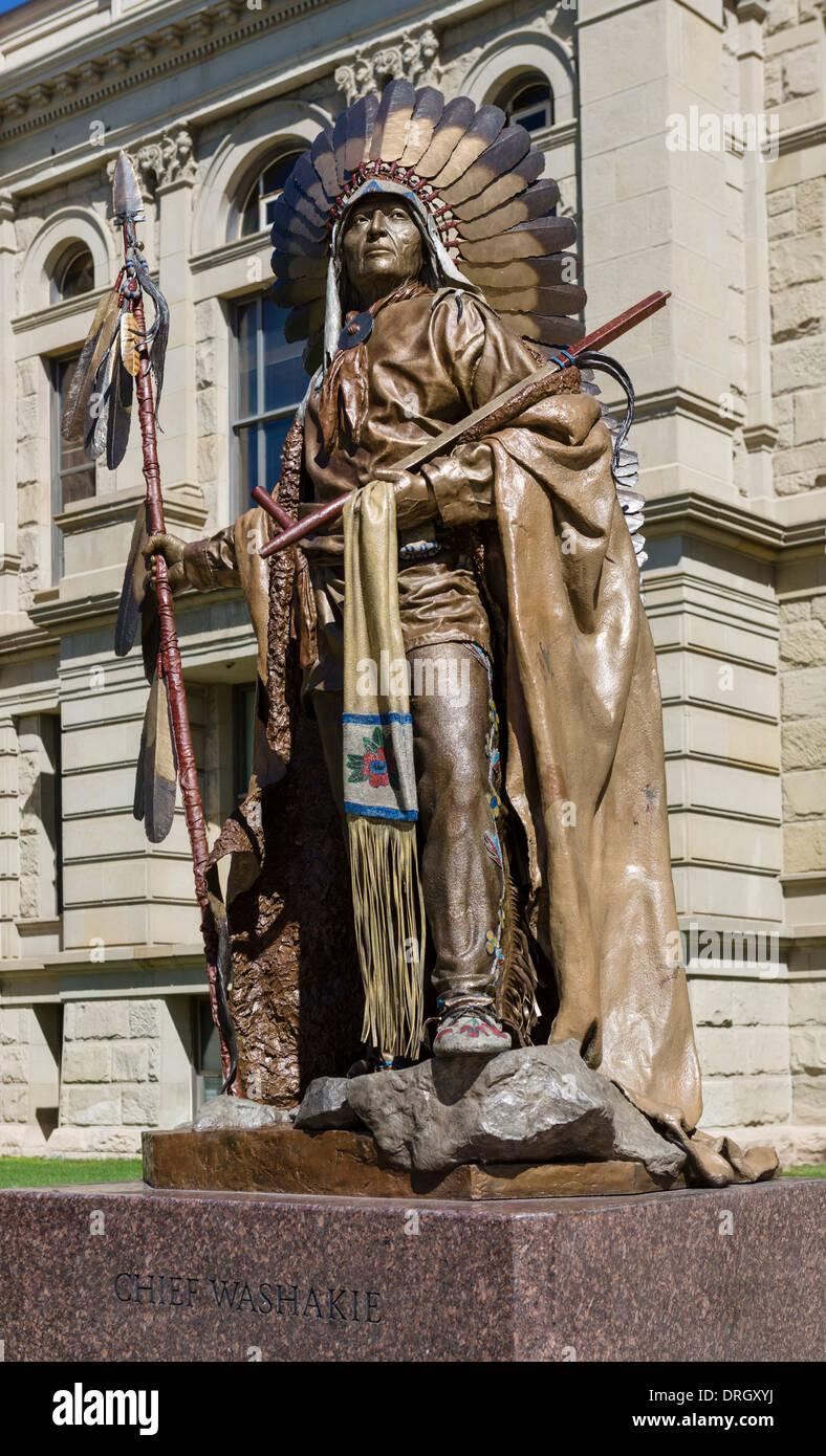 Dave McGary de sculpture du chef Washakie en face de la Wyoming State Capitol, Cheyenne, Wyoming, USA Photo Stock