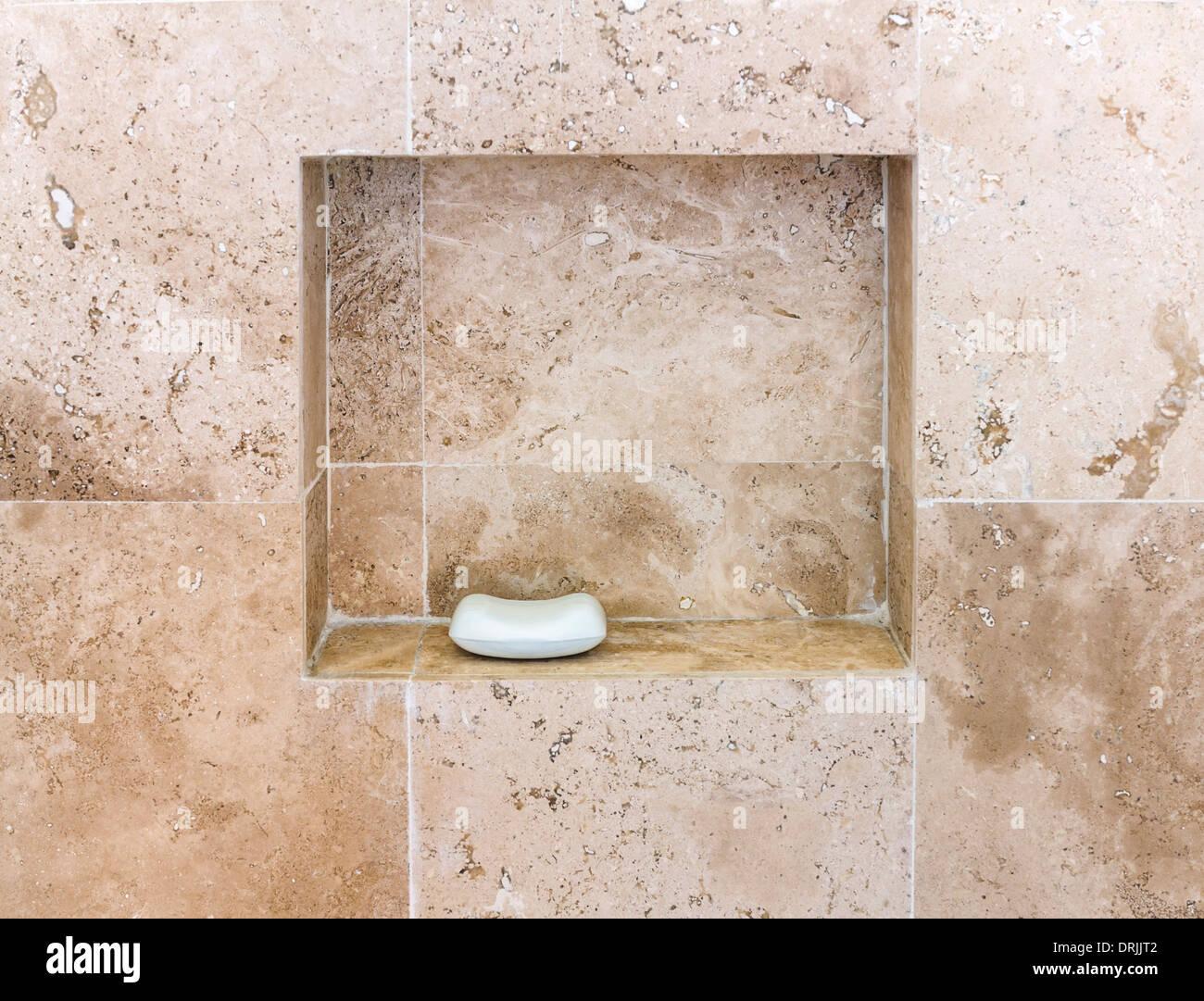 Mur de salle de bains en travertin Banque D\'Images, Photo ...
