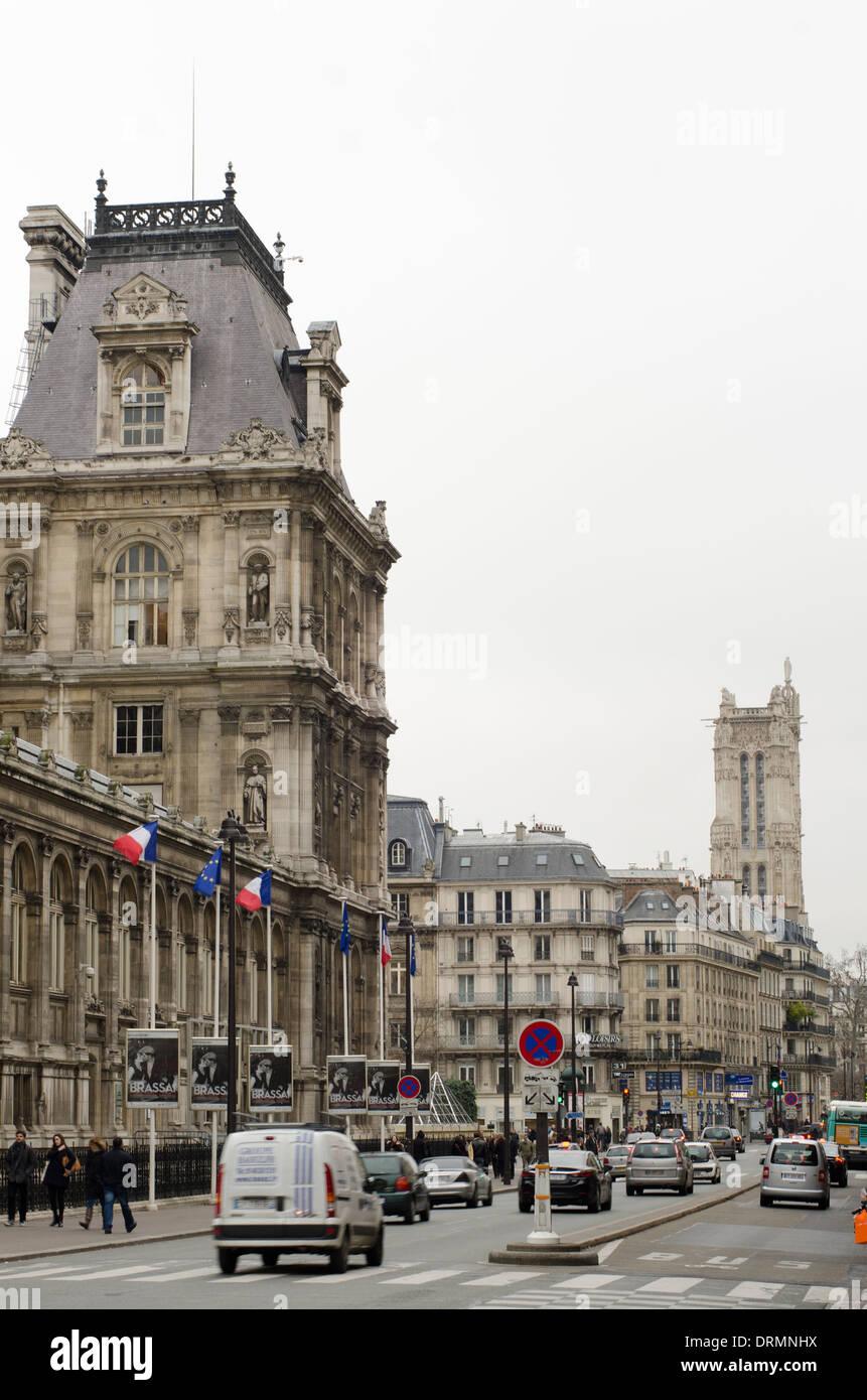 Hôtel de Ville à la rue de Rivoli en hiver, à Paris, France. Banque D'Images