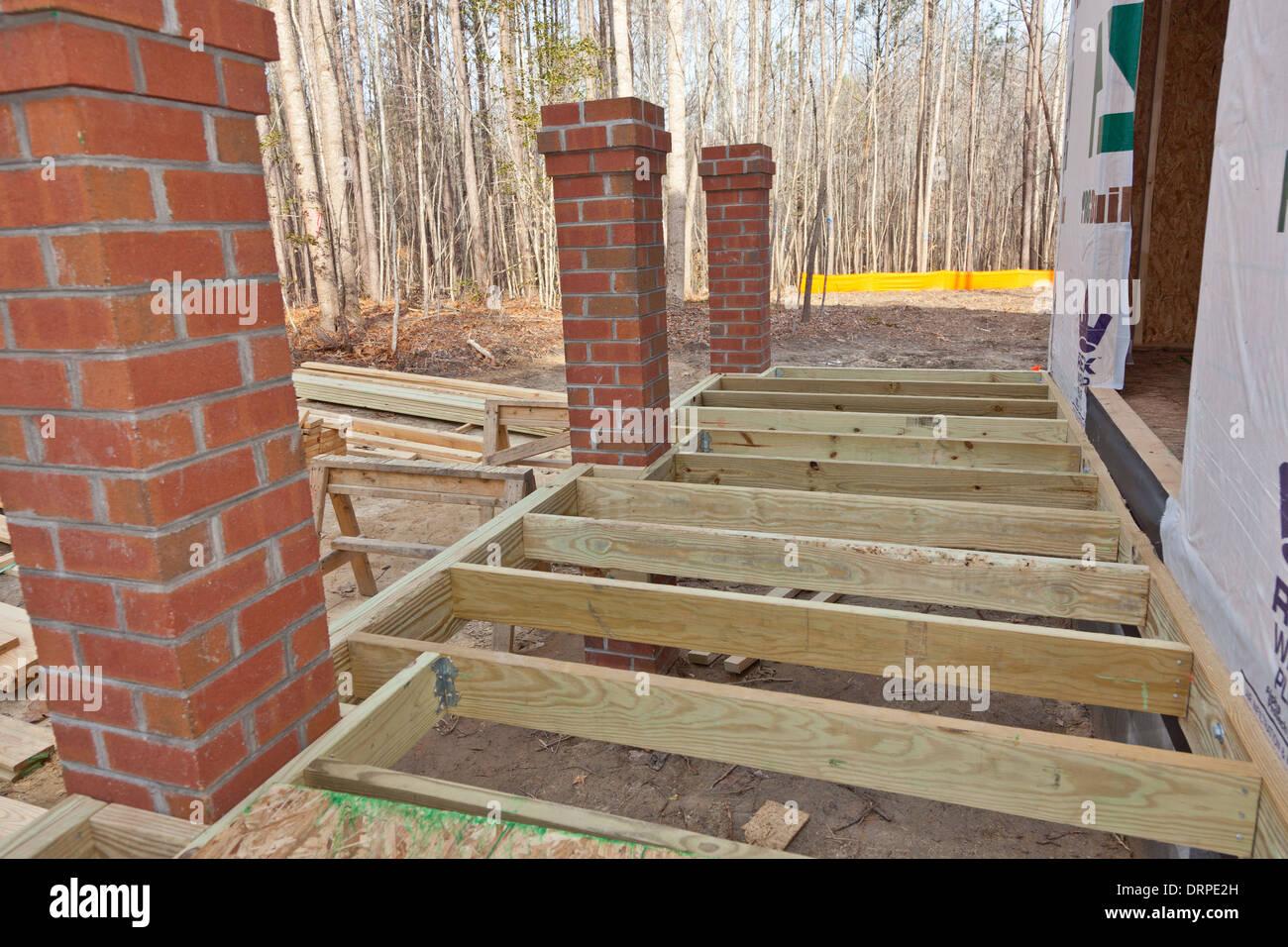 New home construction ossature de bois et d tails d 39 un for Construction en brique de bois