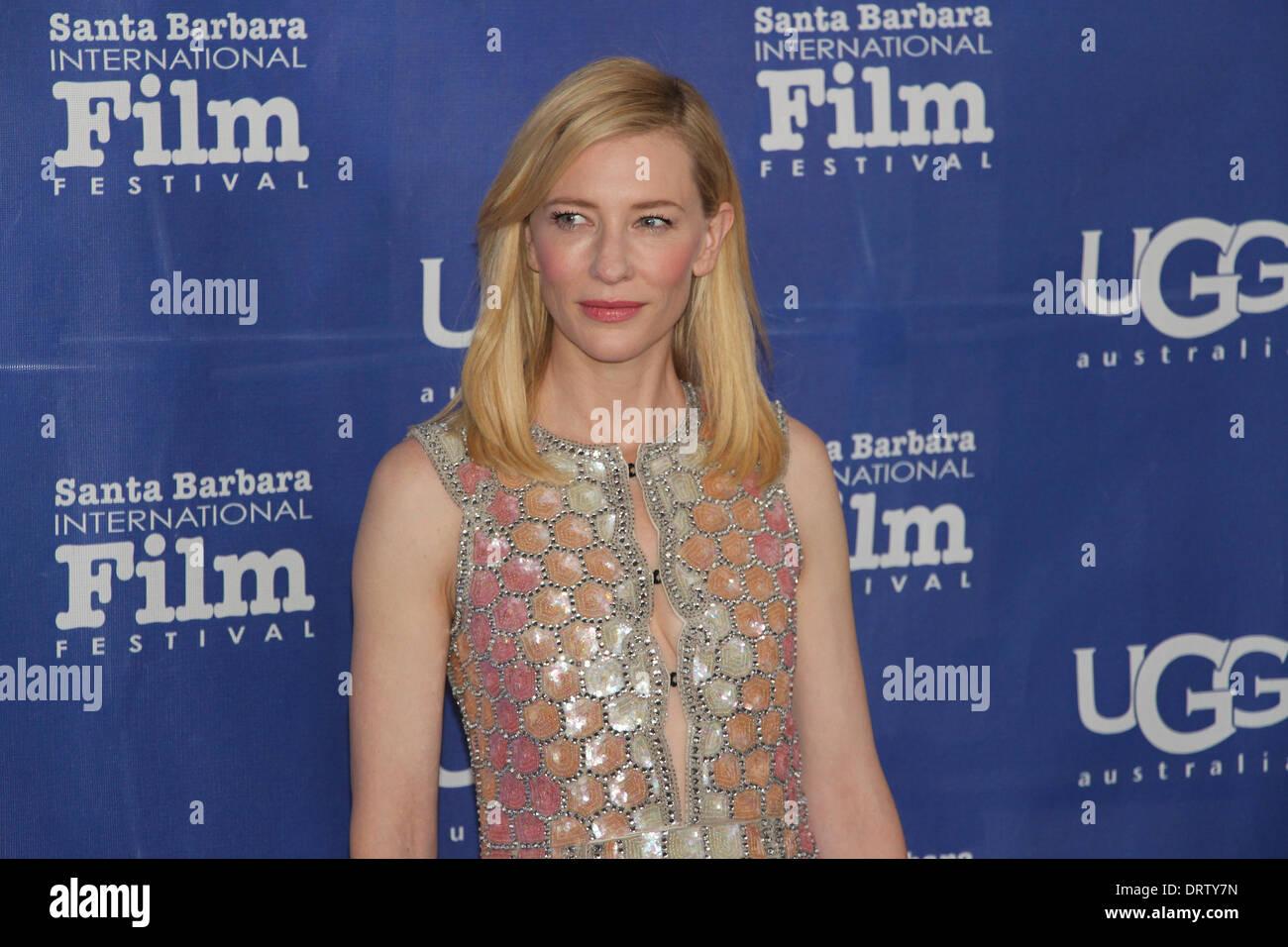 ... présente l actrice Cate Blanchett avec le rendement exceptionnel de l année  Award pour son rôle dans le dernier film de Woody Allen Blue Jasmine. b8aa8ca693ed