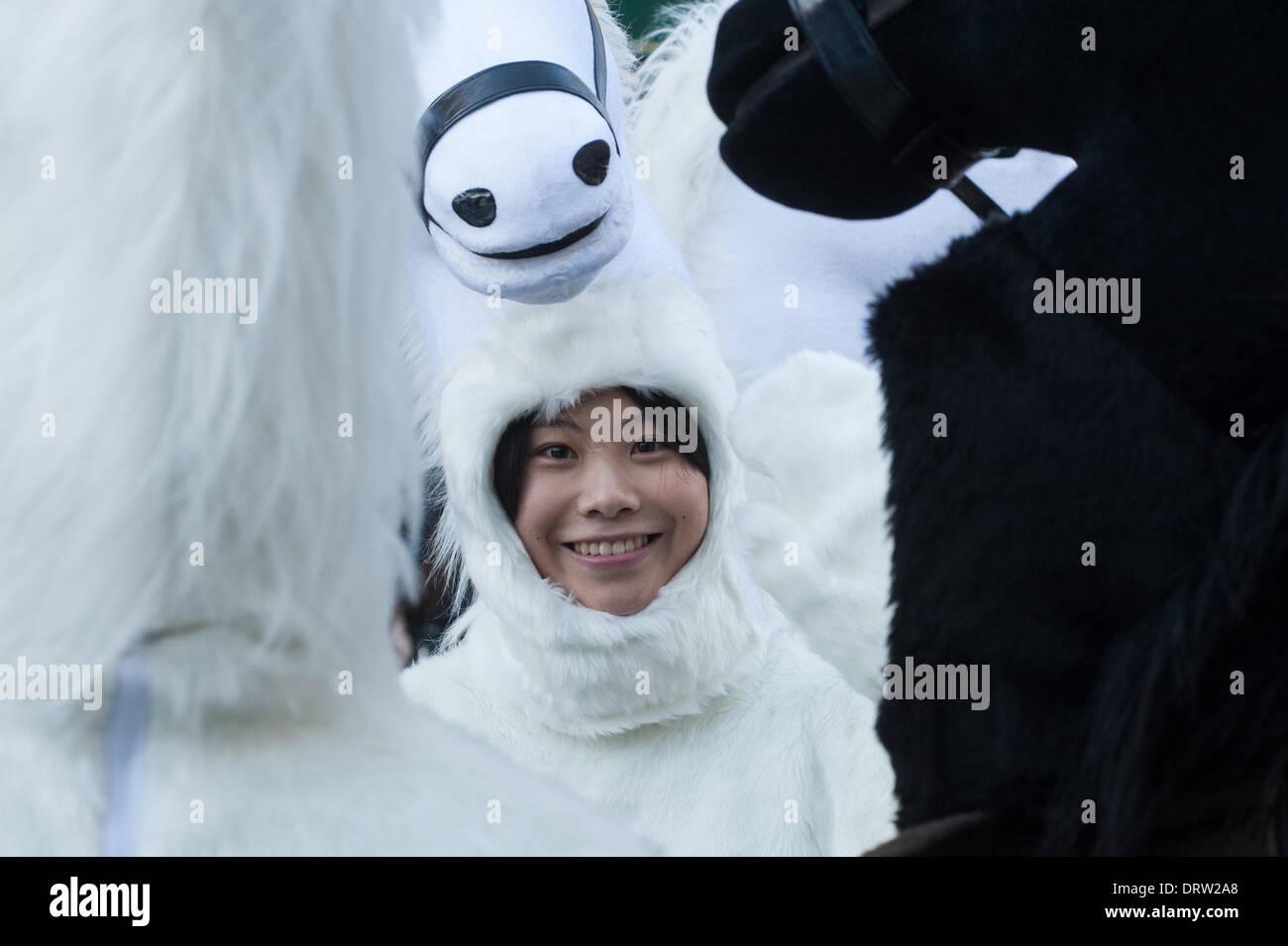 Londres, UK - 2 Février 2014: un reveler se prépare pour la parade annuelle célébrant le Nouvel An chinois, avec 2014 étant l'année du cheval. Credit: Piero Cruciatti/Alamy Live News Photo Stock