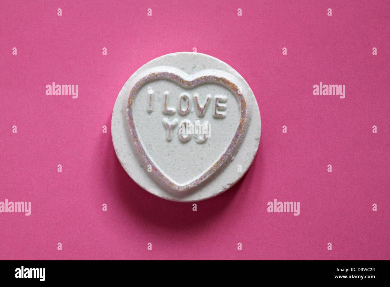 Swizzels Matlow Coeurs Amour géant - individu doux avec je vous aime isolé sur fond rose - Valentine Day message Photo Stock