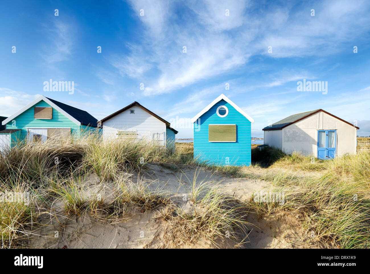 Cabines de plage de Mudeford Spit près de Christchurch dans le Dorset Photo Stock