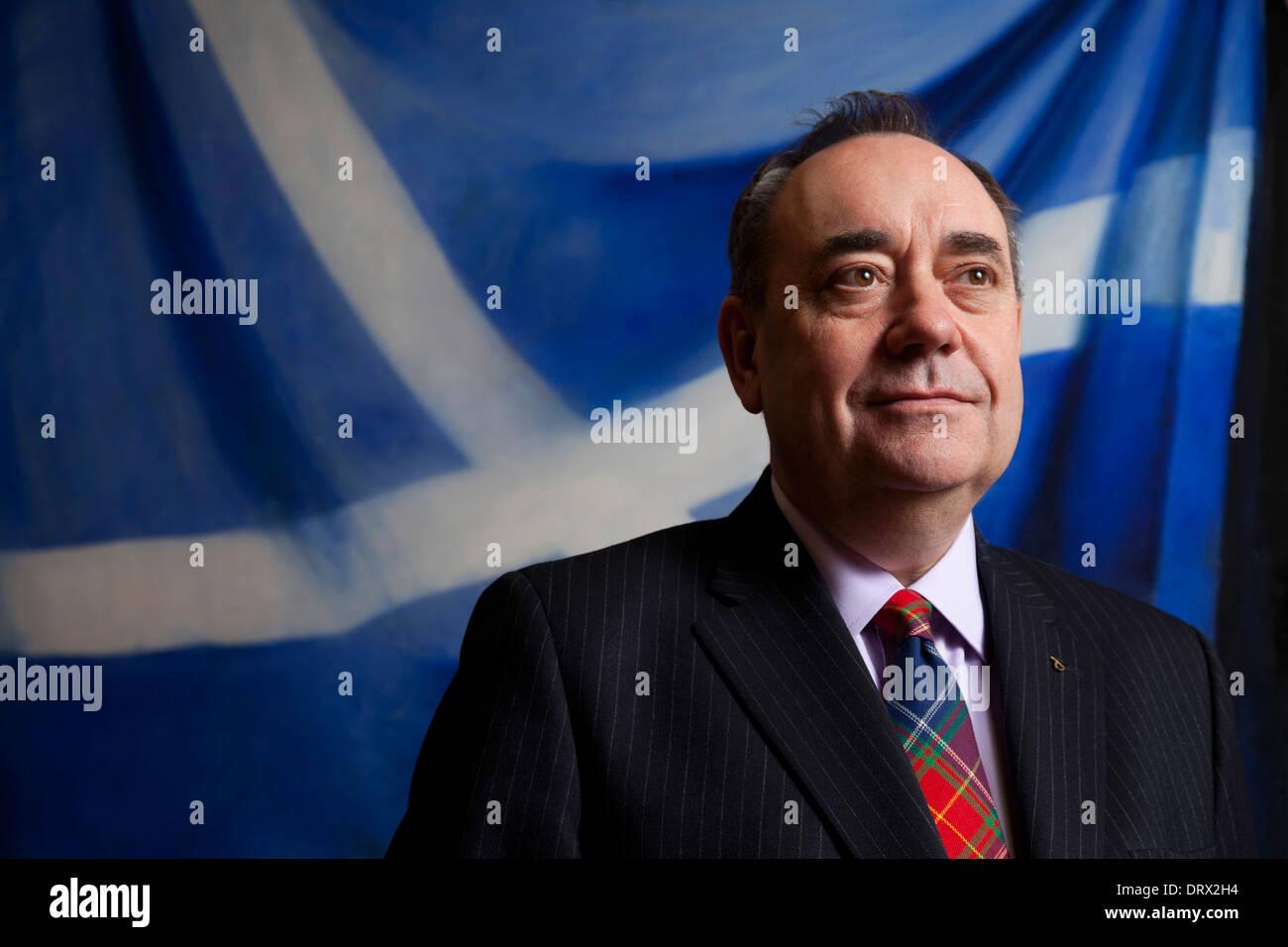 Premier ministre Alex Salmond MSP dans son bureau au parlement écossais Photo Stock