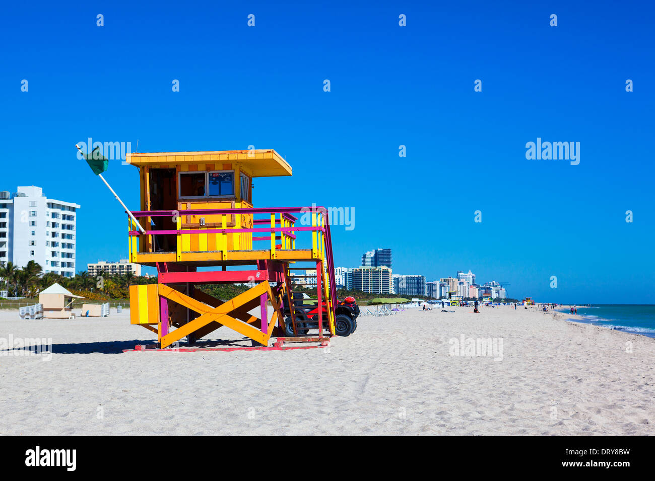 Floride, Miami Beach lifeguard tower dans un typique style art déco coloré Banque D'Images