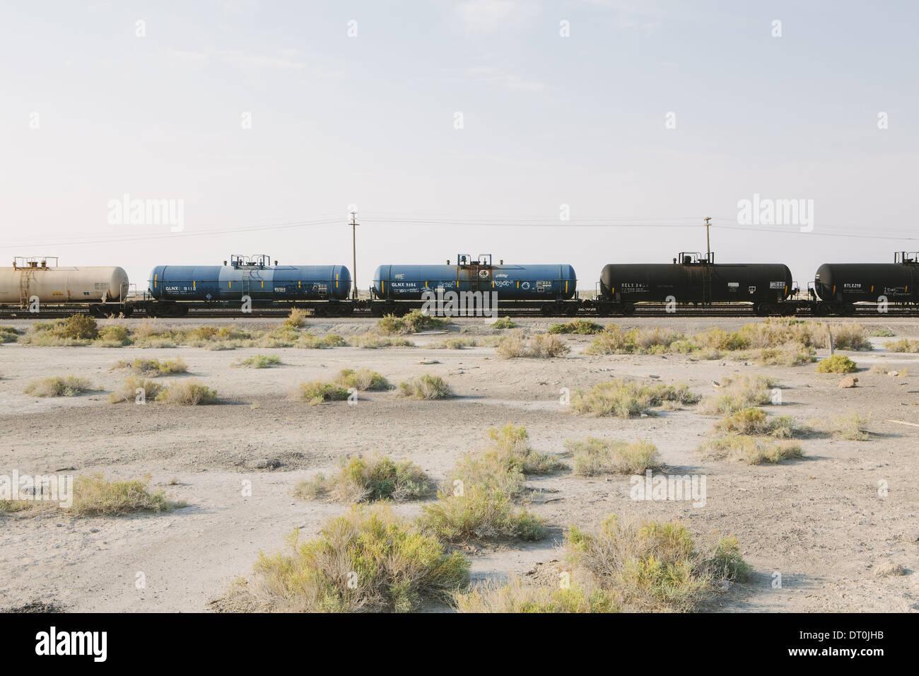 Utah USA train de marchandises sur une voie de chemin de fer traversant désert Photo Stock