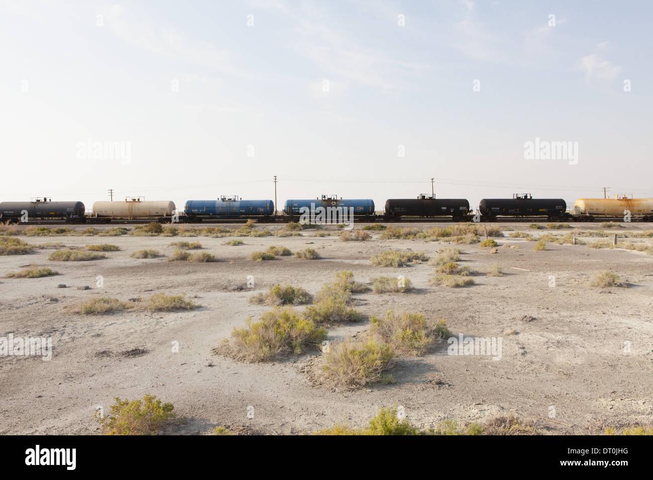 Utah USA train de marchandises sur la voie à travers le désert Photo Stock