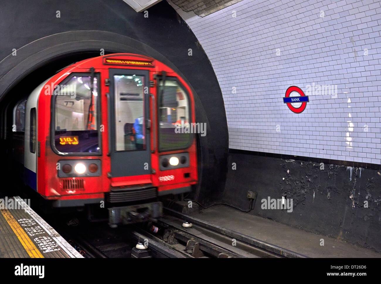 Le métro de Londres (aussi connu sous le tube ou tout simplement le Métro) Photo Stock
