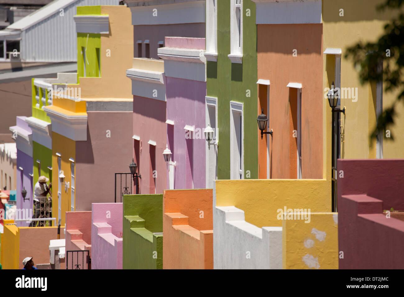 Maisons colorées typiques dans le quartier Cape Malay Bo-Kaap, Cape Town, Western Cape, Afrique du Sud Photo Stock