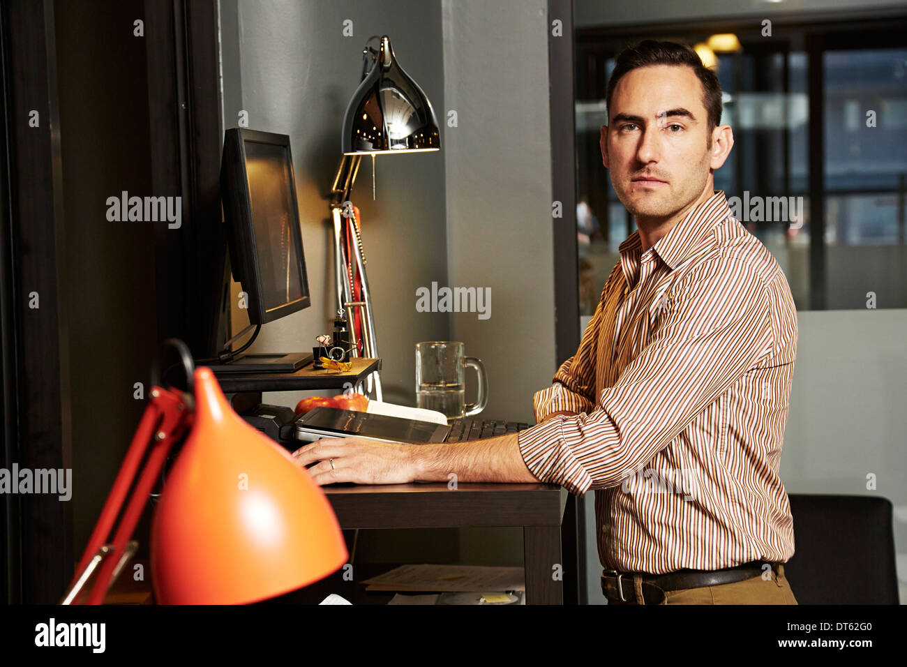 Portrait of businessman at office desk Photo Stock