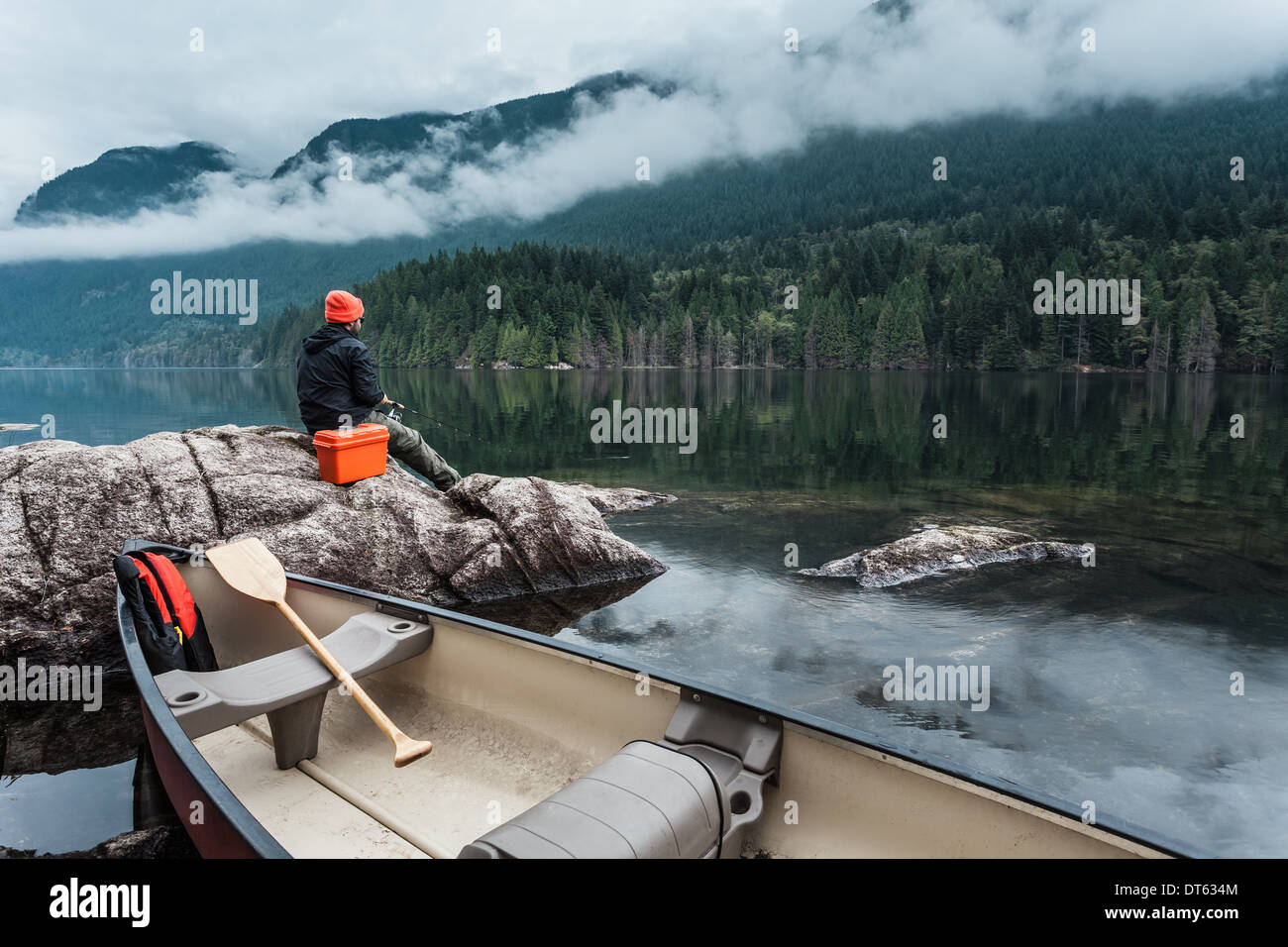 Pêche à l'homme de pierres, Buntzen Lake, British Columbia, Canada Photo Stock