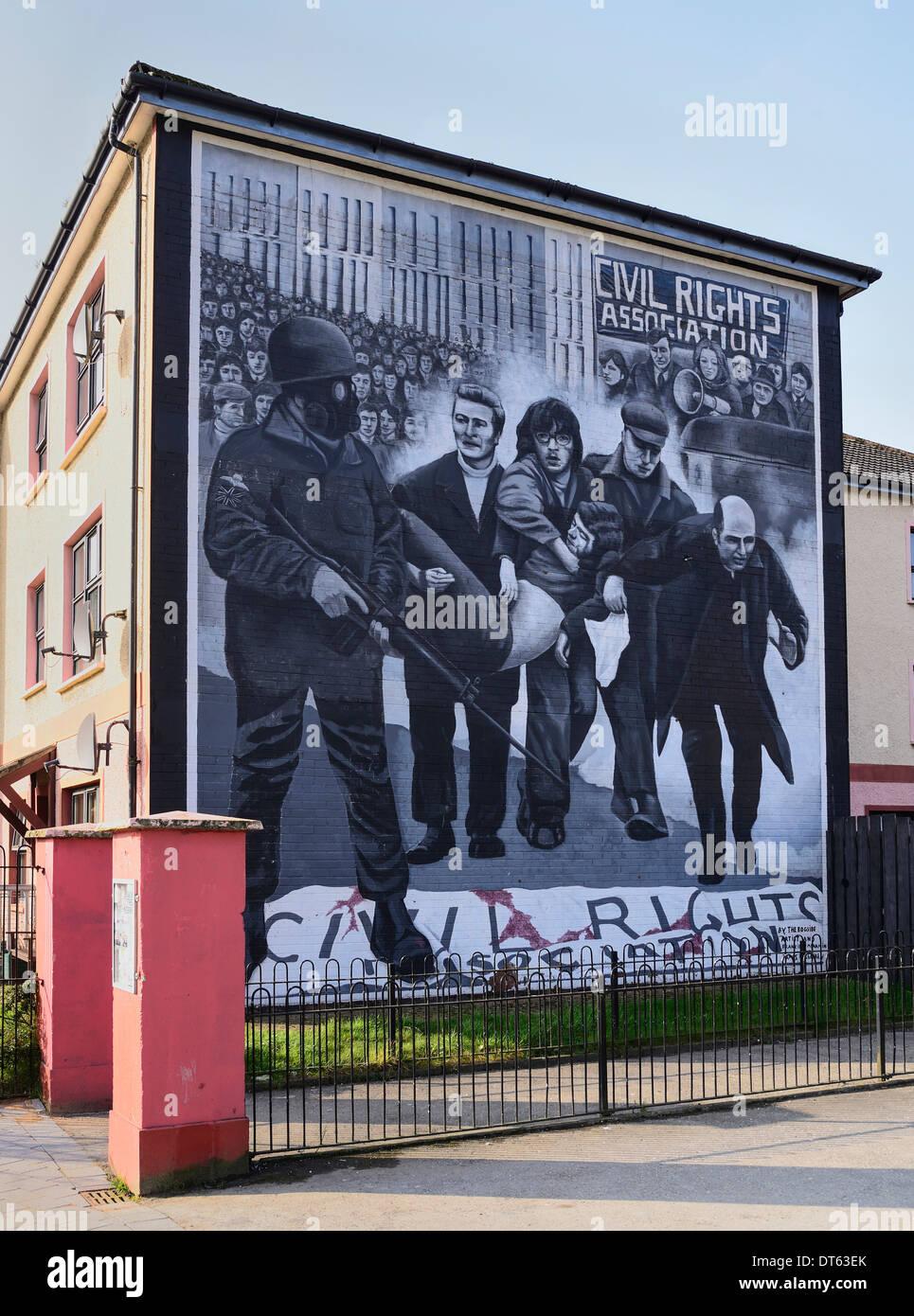 L'Irlande, Dublin, le People's Gallery série de peintures murales dans la fresque Bogside, connu sous le nom de Bloody Sunday murale. Photo Stock