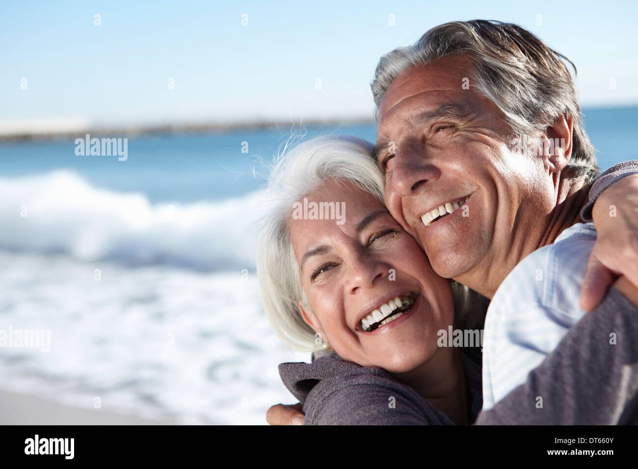 Portrait of happy couple de seaside Photo Stock