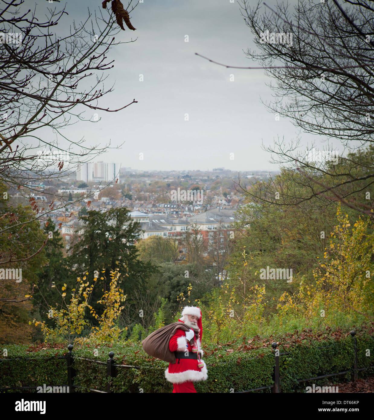 Père Noël sac sur l'épaule Photo Stock