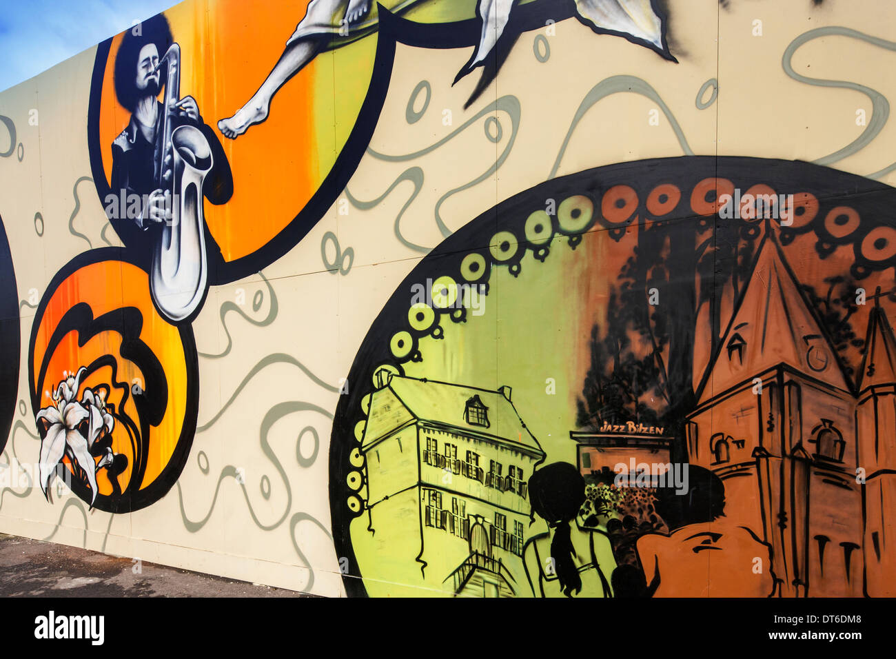 Graffiti sur mur à Jazz Bilzen, multi-day open air festival jazz et pop dans la ville belge de Bilzen, Limbourg, Belgique Photo Stock