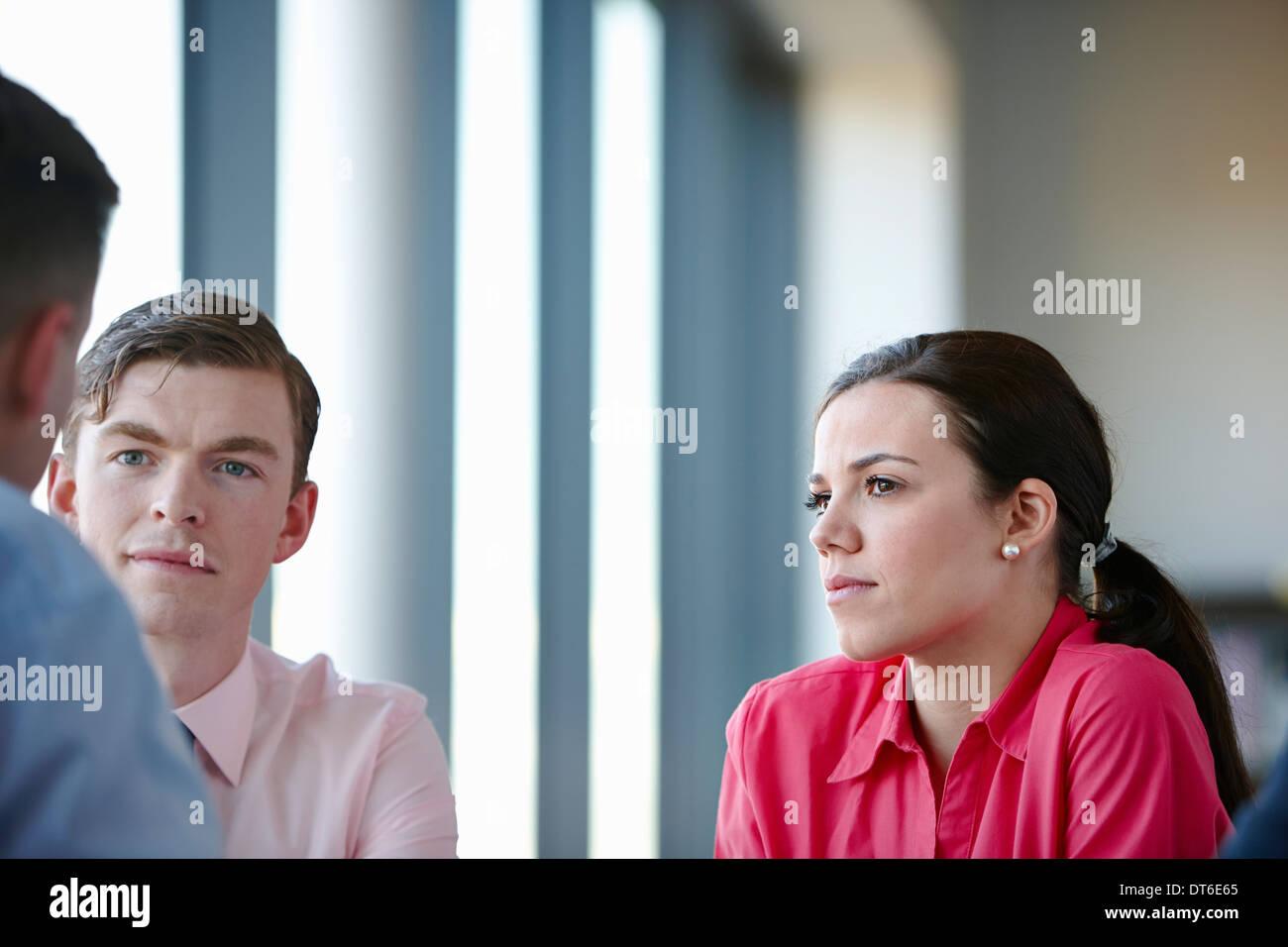 Des collègues en réunion Photo Stock