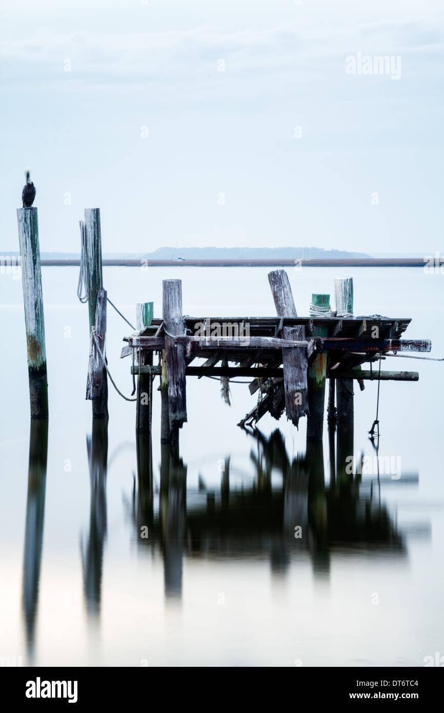 Une morne, délabré quai à Fernandina Beach, en Floride. Photo Stock