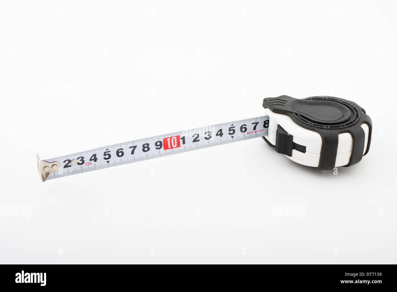 La rétraction de l'auto-roll-up ruban à mesurer métrique ( ) une règle souple Photo Stock
