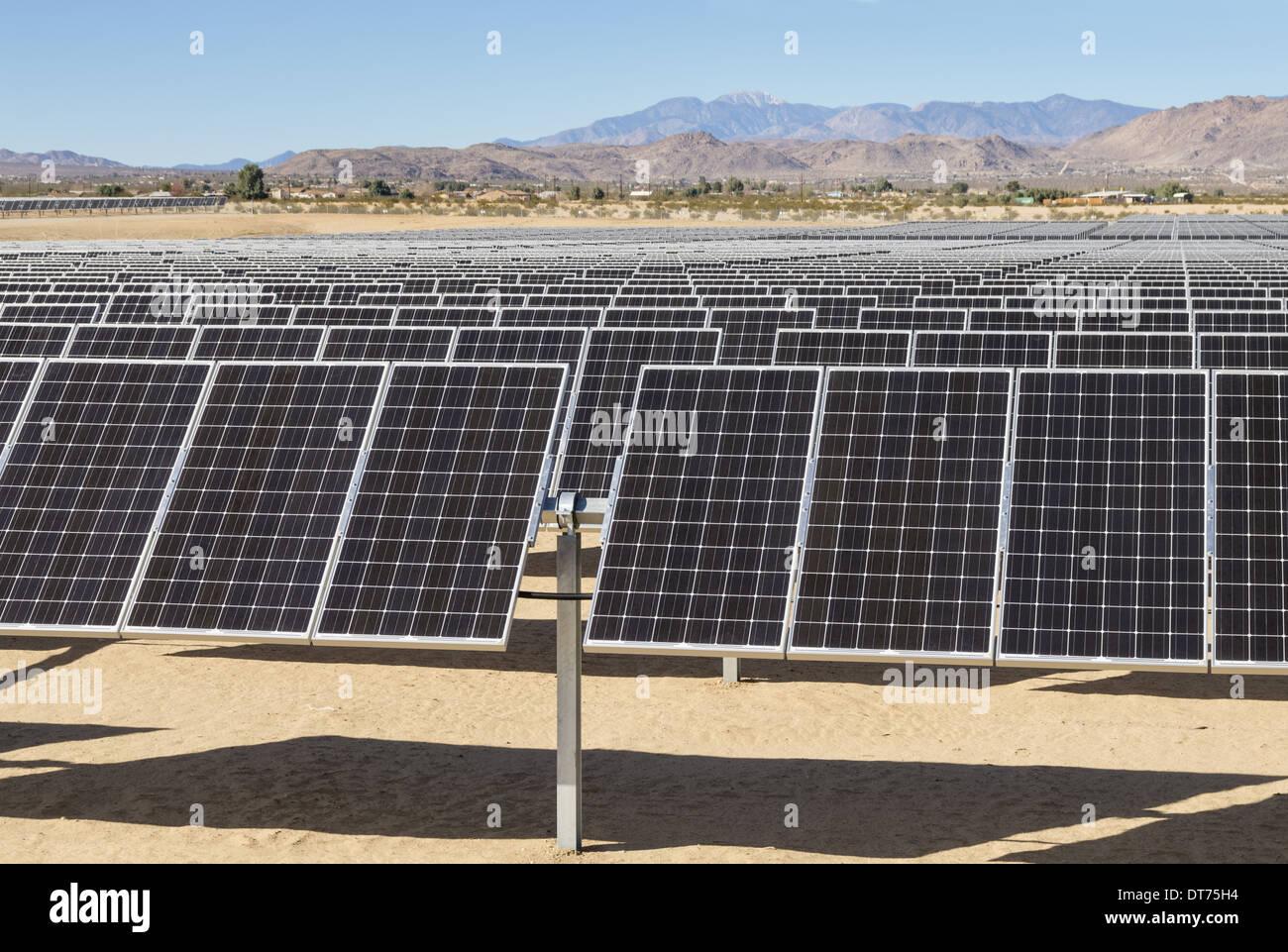 Centrale électrique solaire photovoltaïque dans le désert de Mojave de Californie Photo Stock