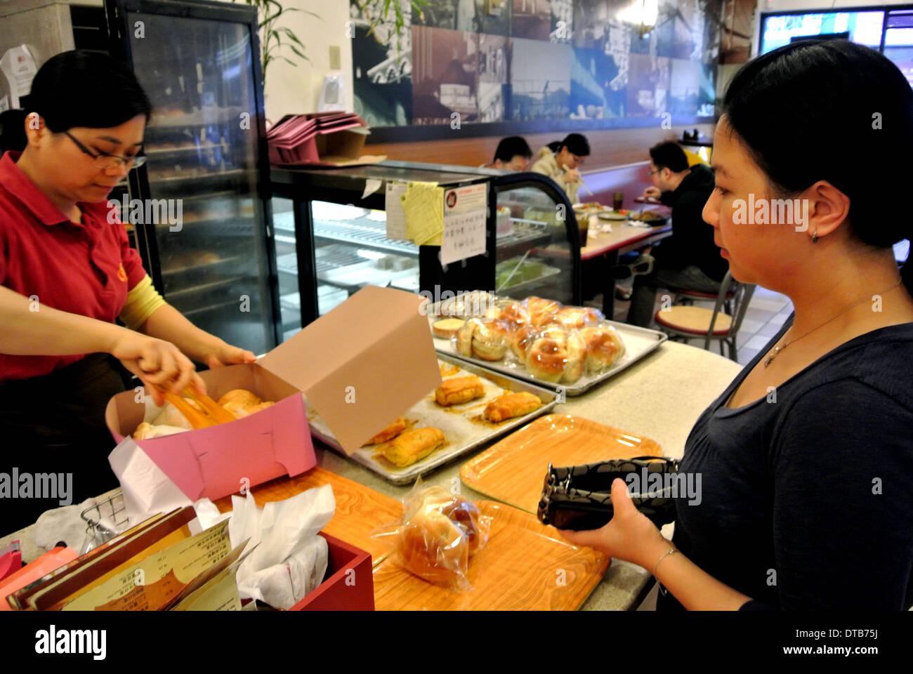 Packs commis dans des pâtisseries fort dans Chinatown restaurant Photo Stock