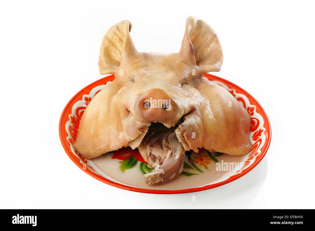Tête de porc bouillie sur le bac Photo Stock