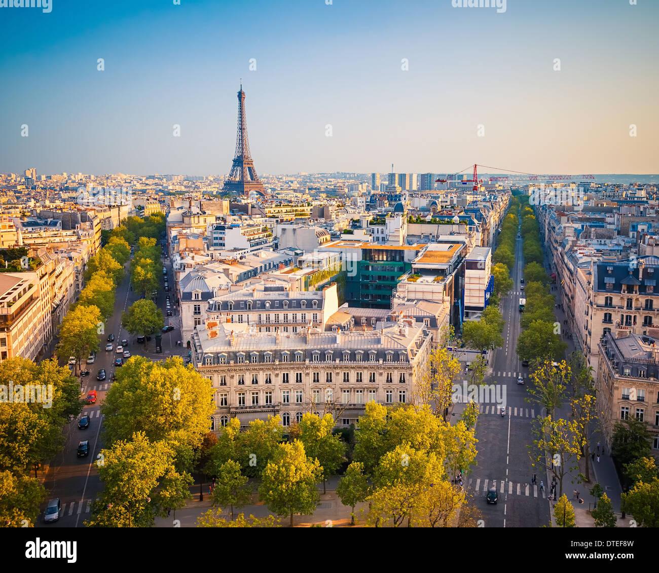 Vue sur Paris au coucher du soleil Photo Stock