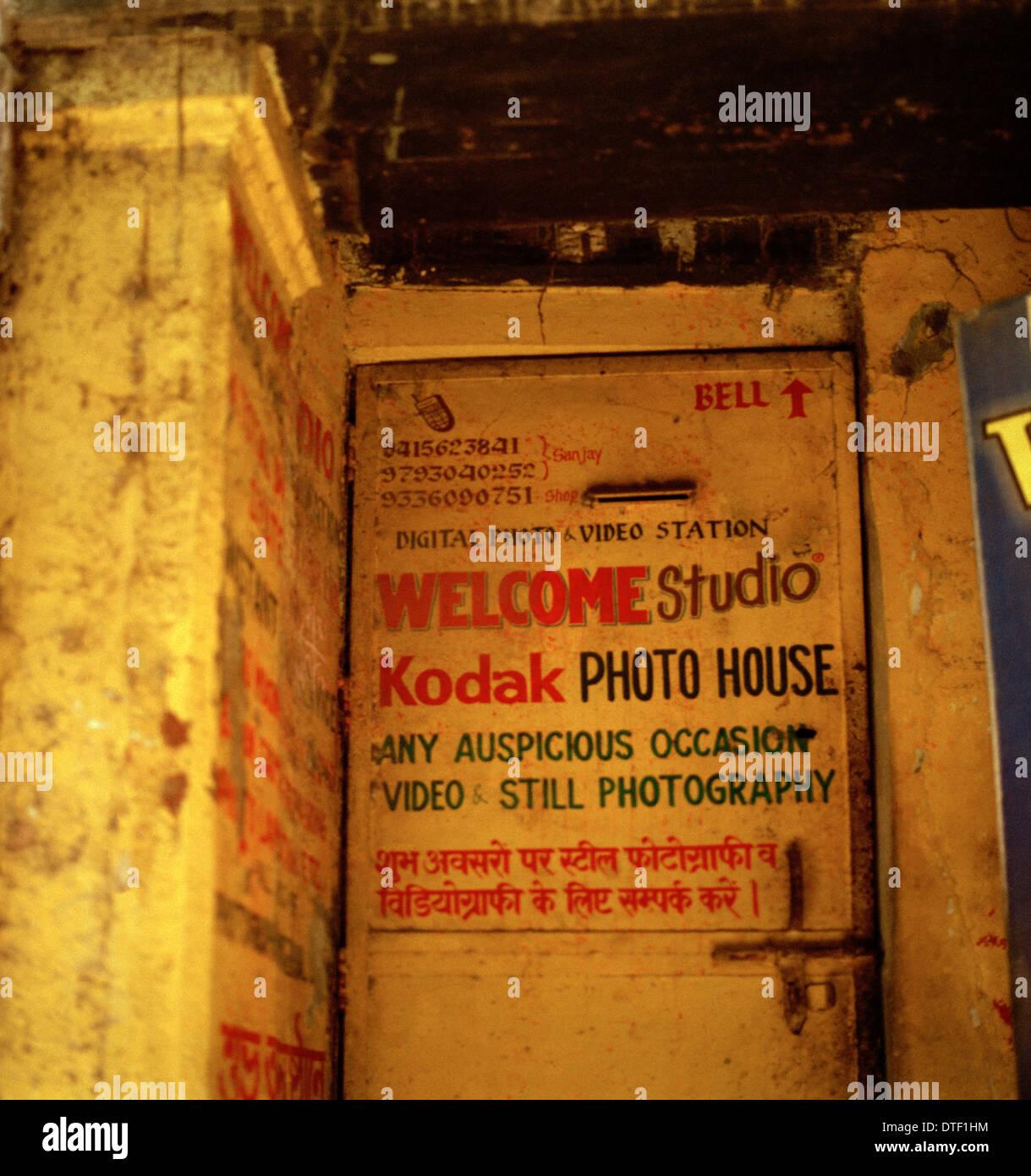 La photographie documentaire photographie Kodak - studio dans la vieille ville de Bénarès Varanasi dans l'Uttar Pradesh en Inde Asie du Sud. Entreprise photographique Photo Stock