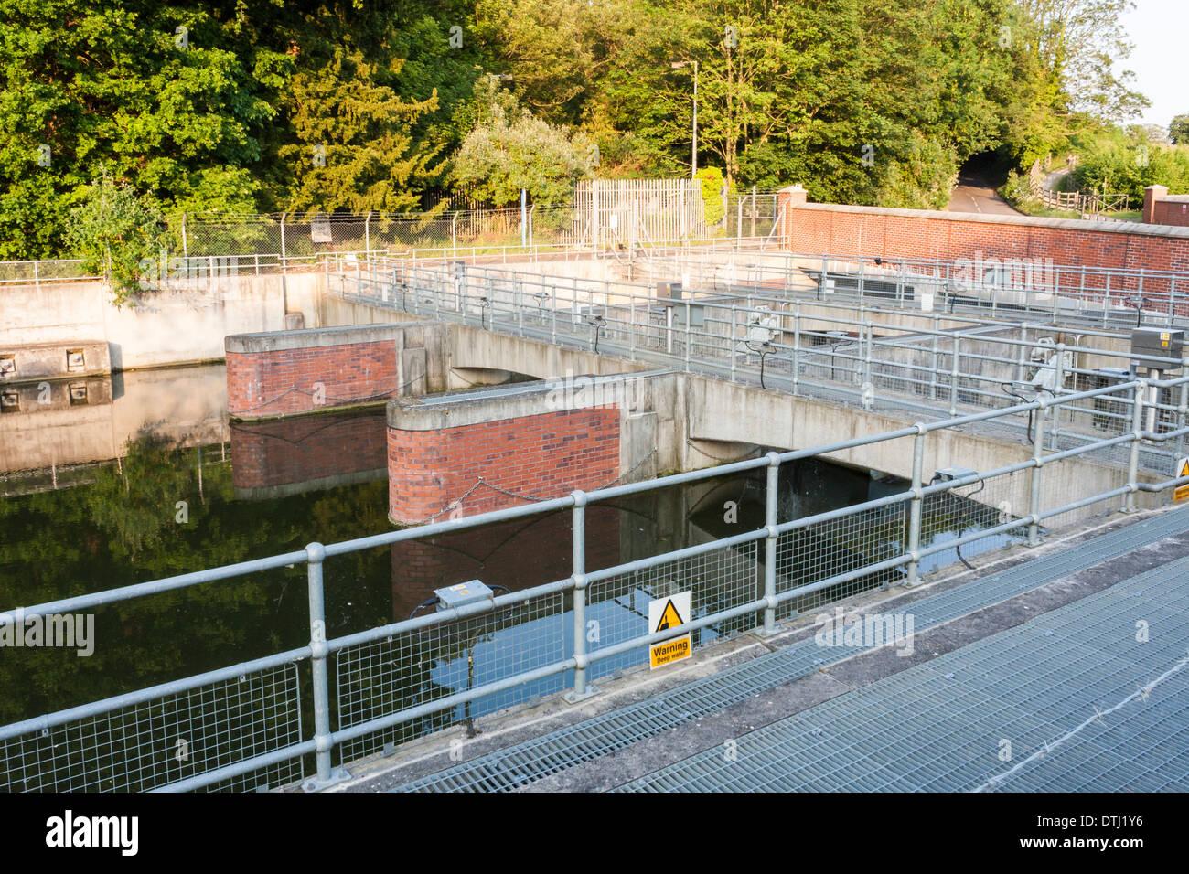 Rivière du Jubilé: un schéma de prévention des inondations. Gerrards Cross, Buckinghamshire, England, GB, au Royaume-Uni. Photo Stock
