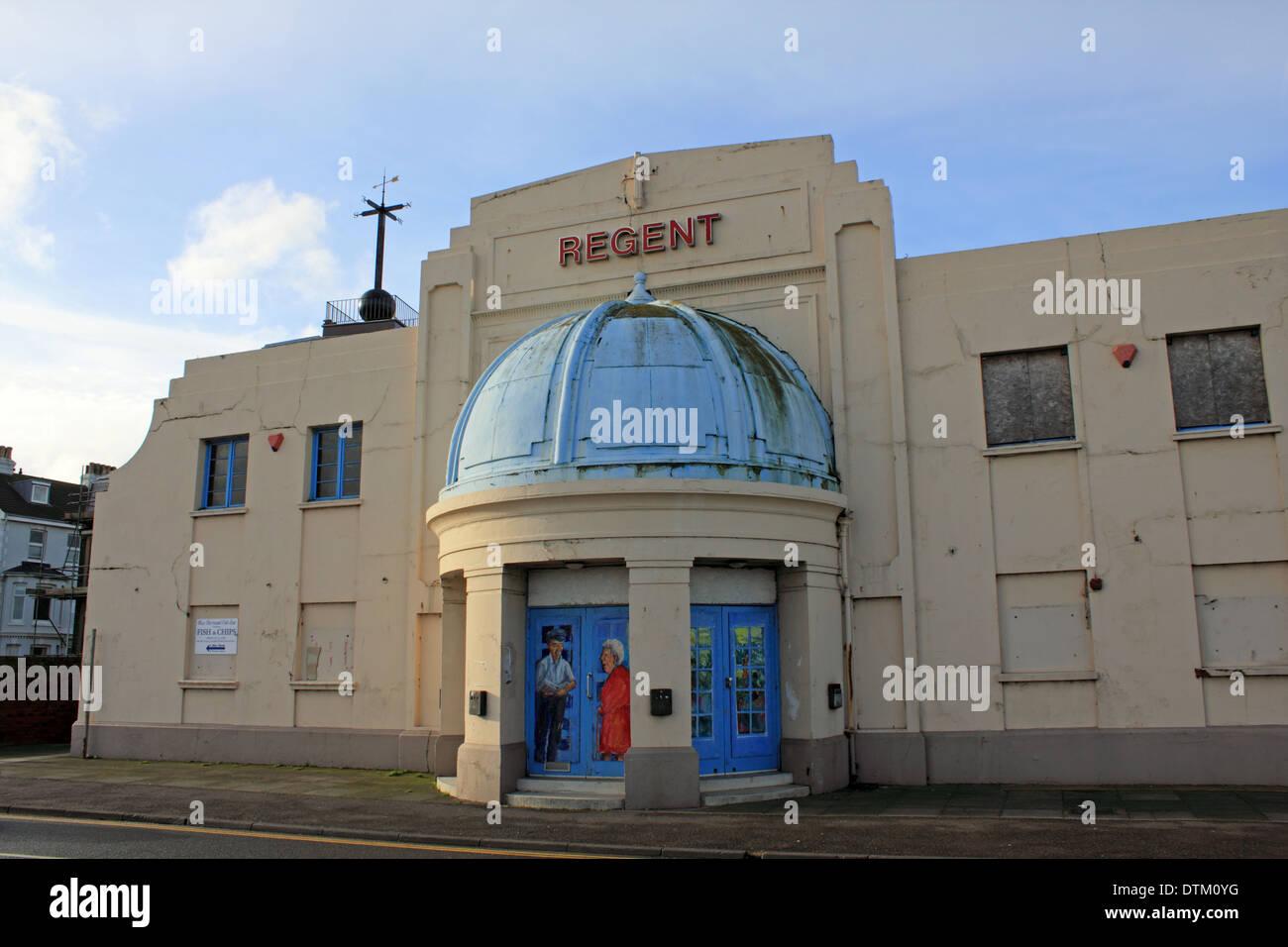 Le Regent cinéma art déco 2008 Bâtiment fermé en ville côtière de Deal, Kent, England, UK Photo Stock