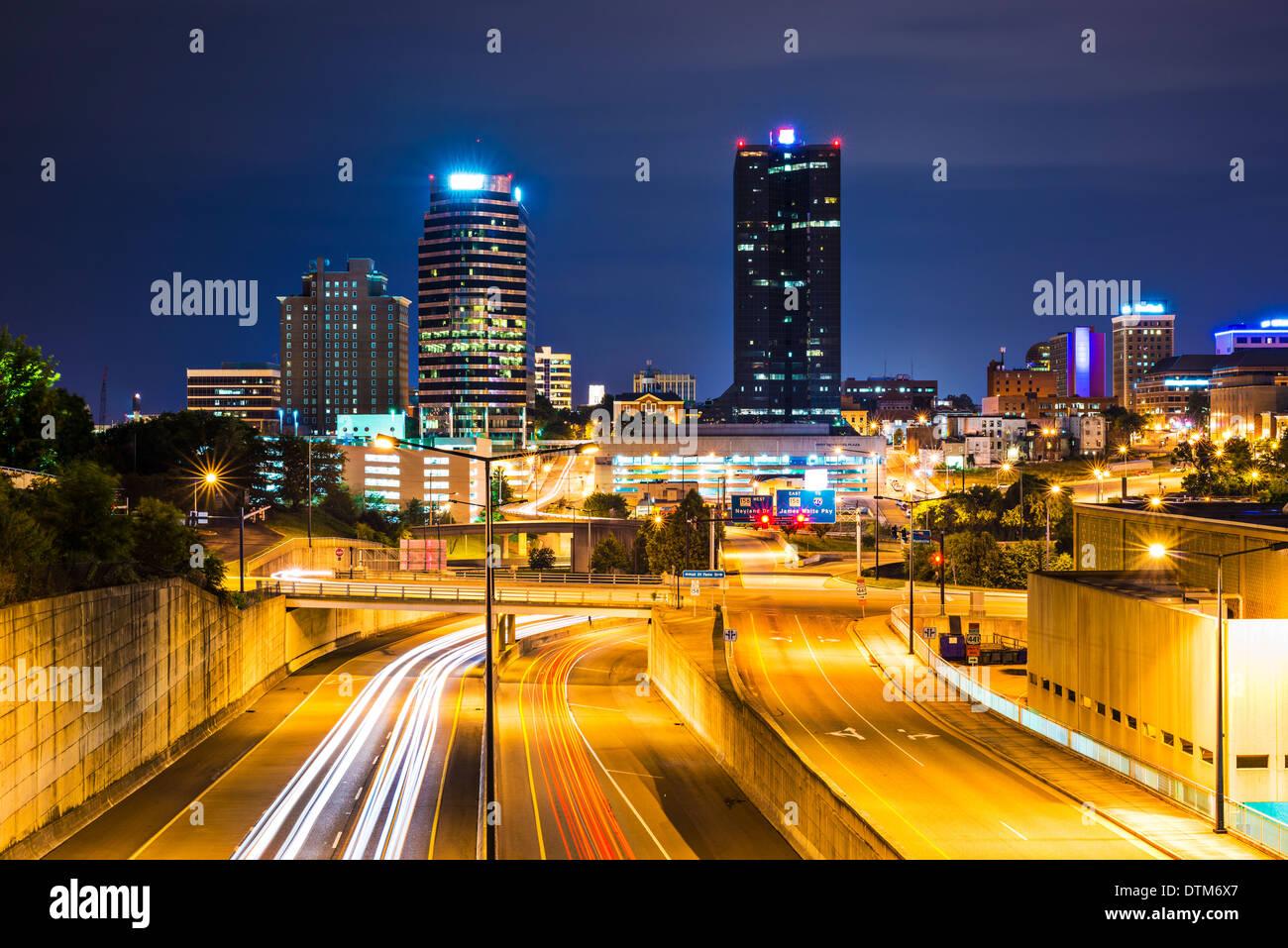 Knoxville, Tennessee, États-Unis centre-ville la nuit. Photo Stock