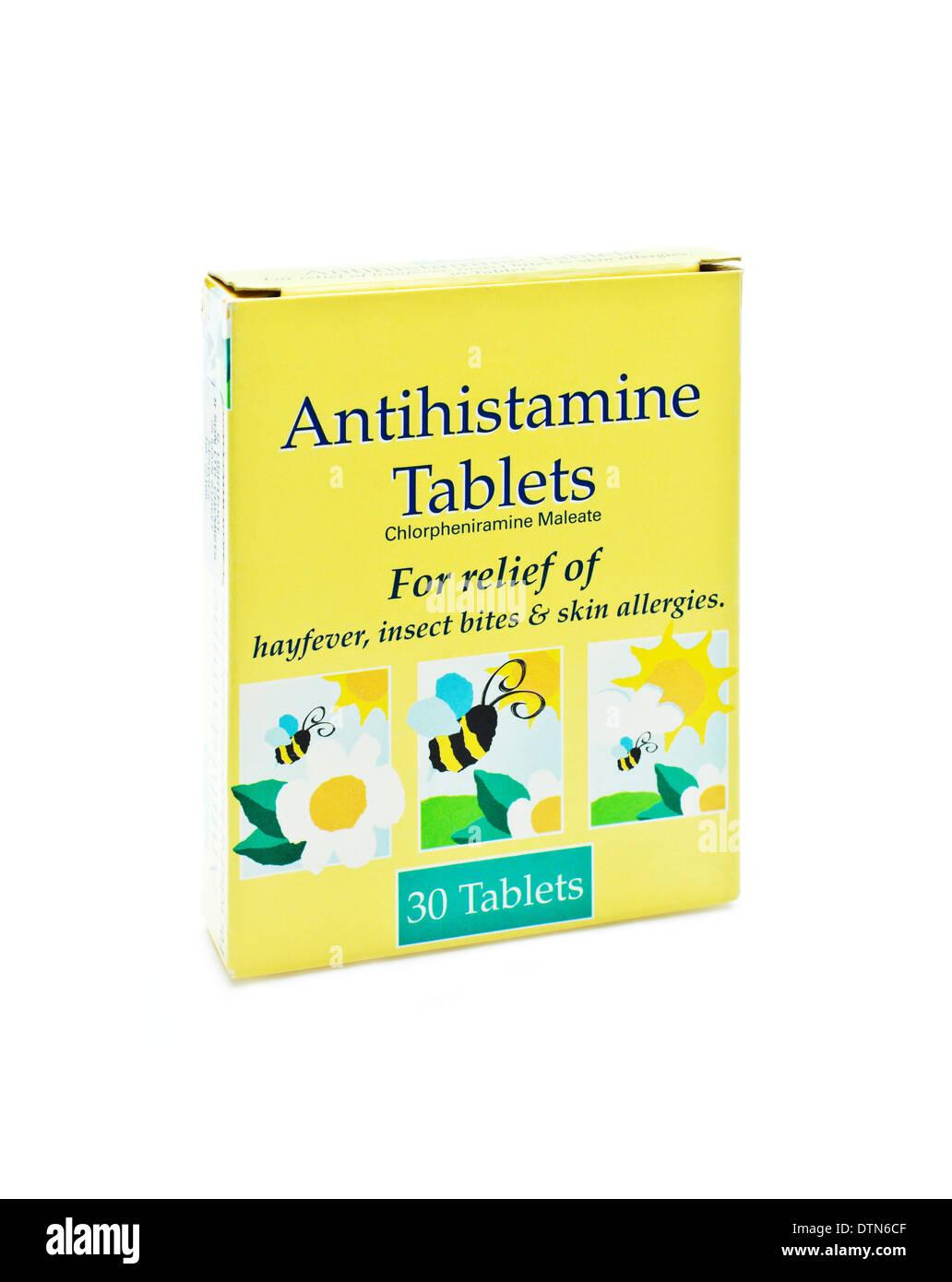 Boite de 30 comprimés antihistaminiques sur fond blanc Photo Stock