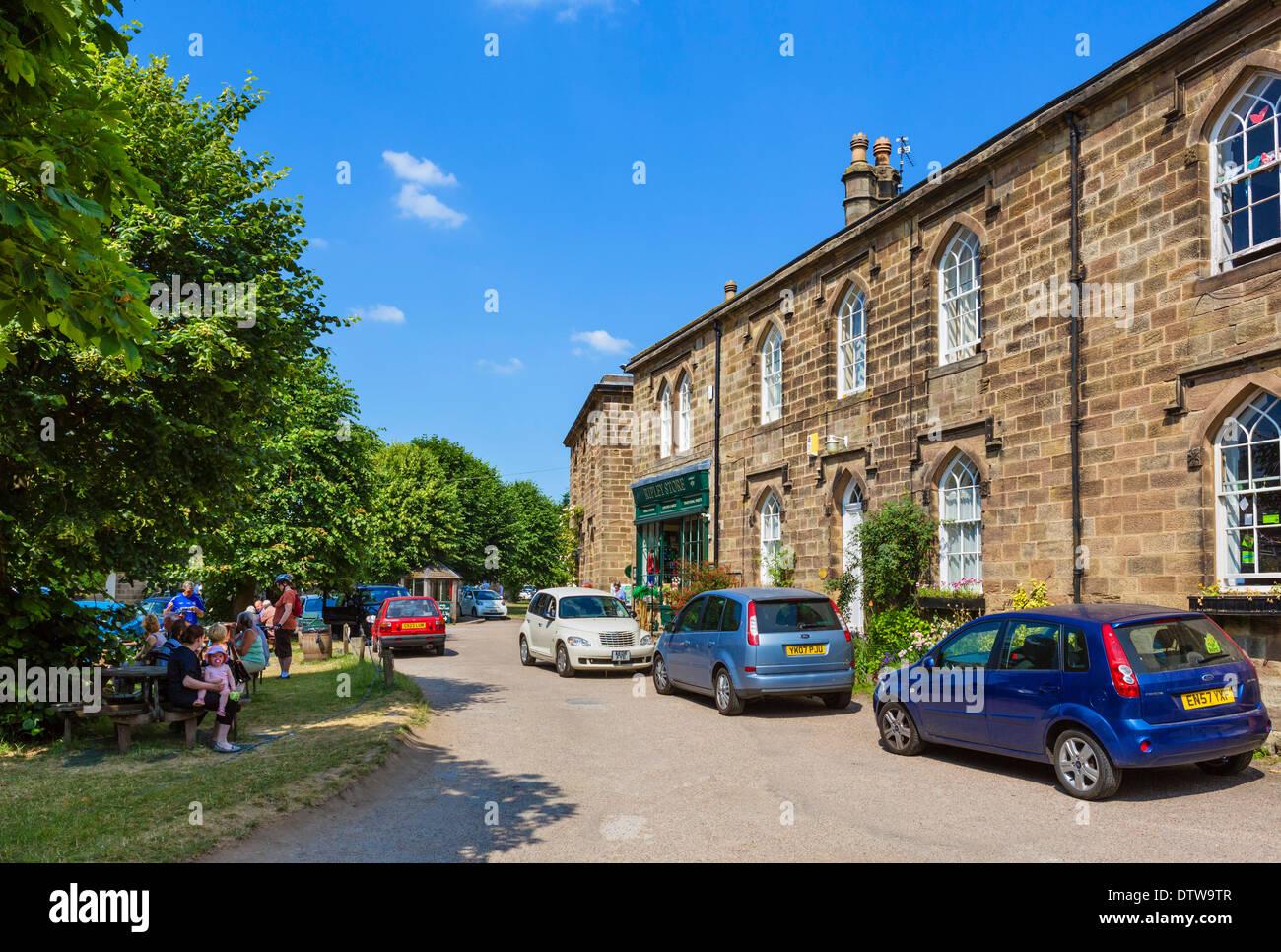 Boutiques et maisons dans le centre du pittoresque village de Ripley, North Yorkshire, England, UK Photo Stock