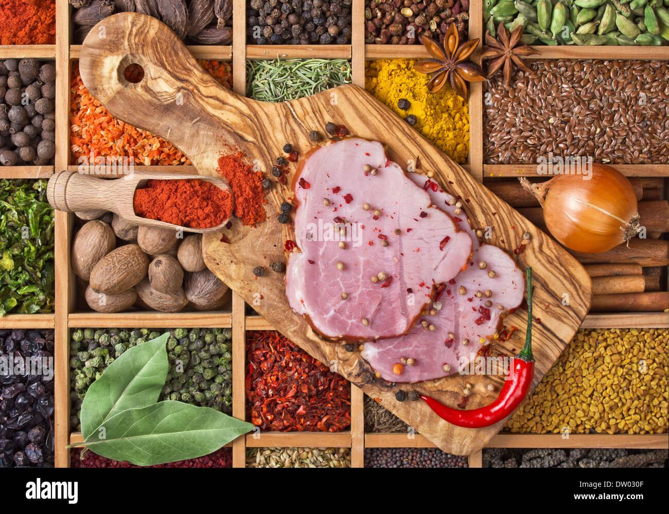 La vie toujours avec des viandes de porc et d'épices Banque D'Images