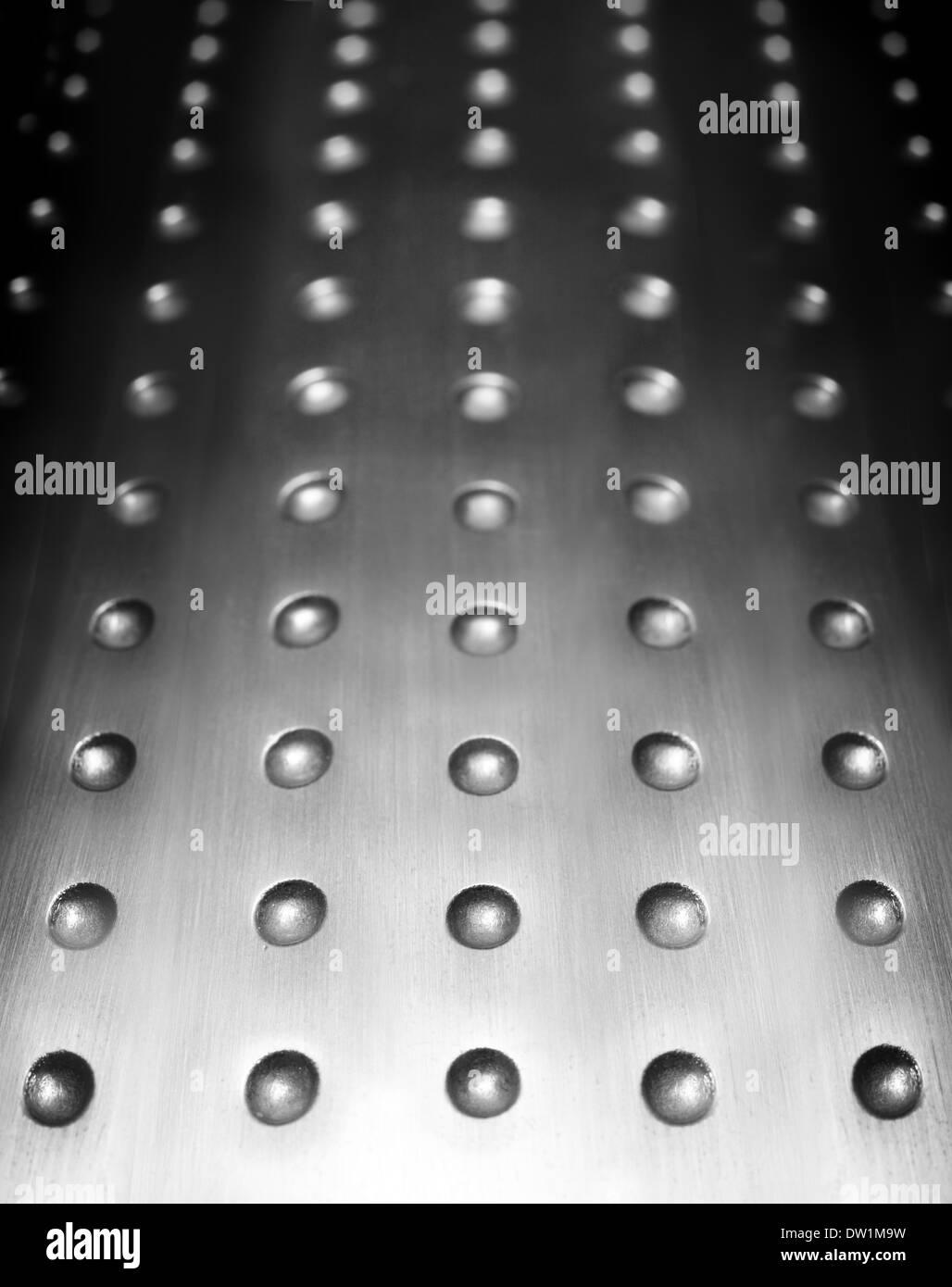 Surface métallique avec des trous d'arrière-plan Photo Stock
