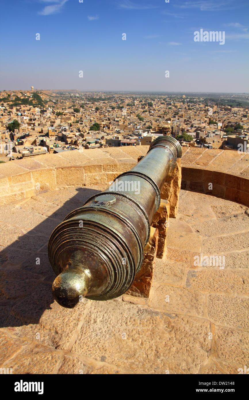 Vieux canon sur toit de fort Jaisalmer Banque D'Images