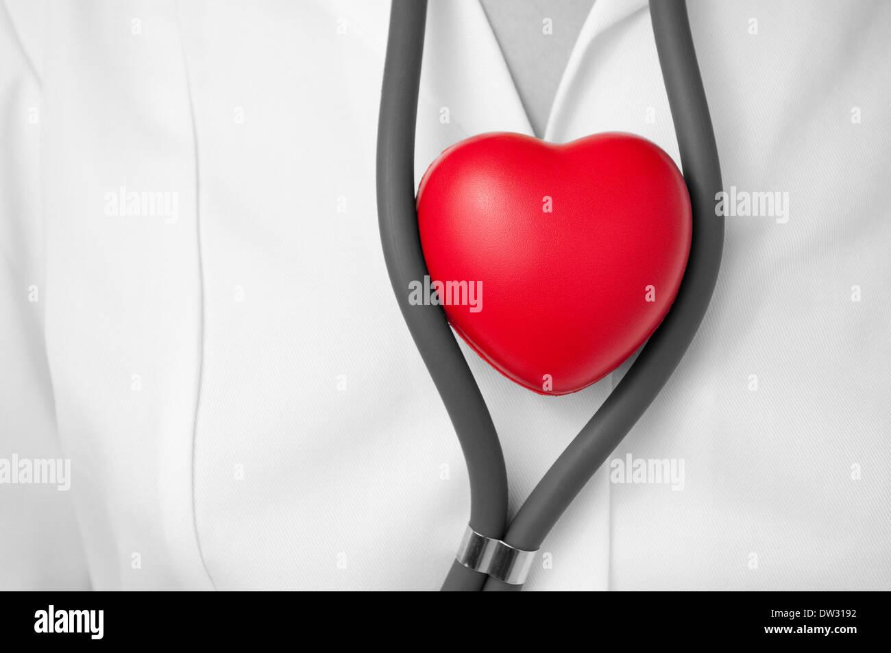 Médecin avec cœur rouge Photo Stock