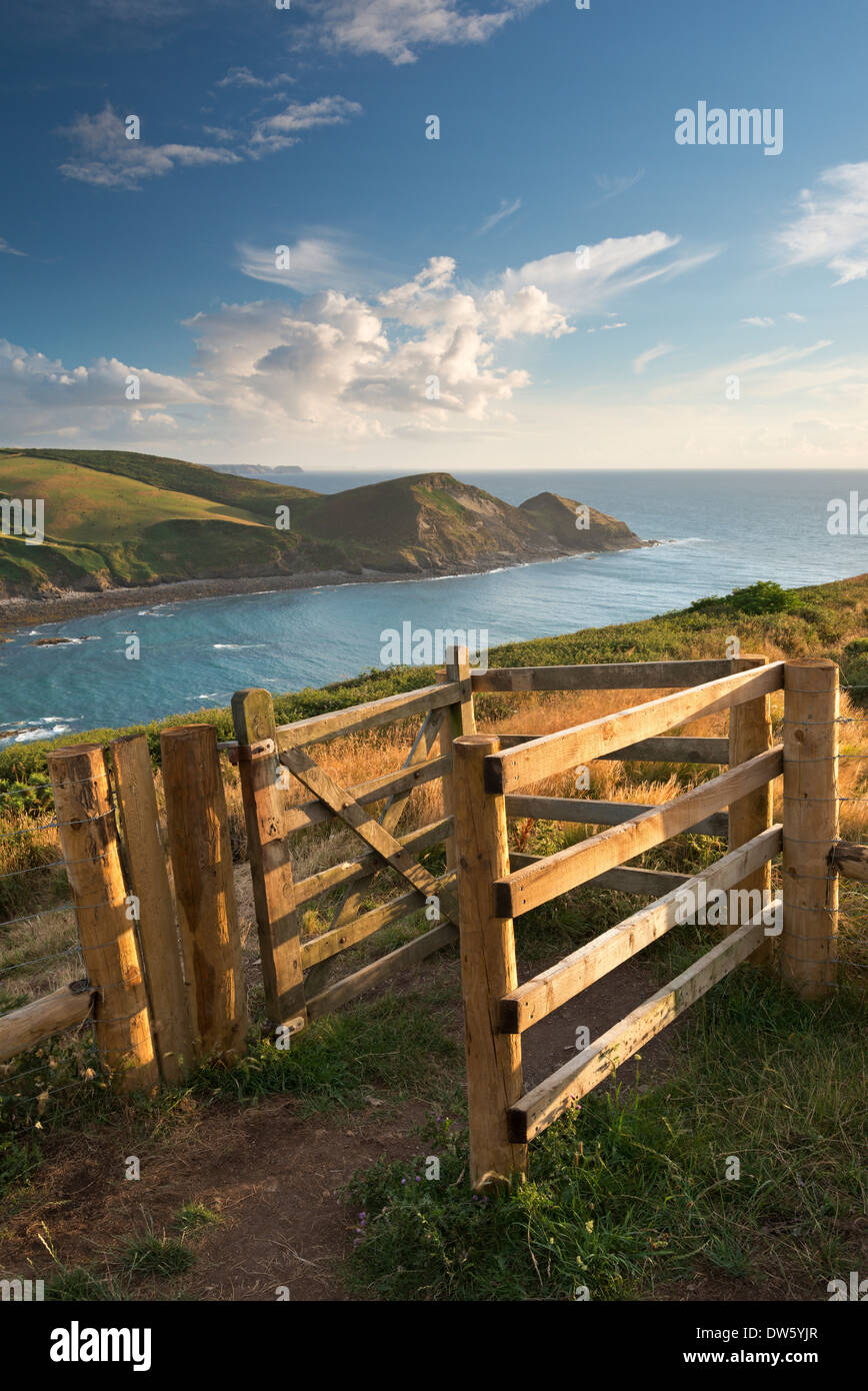 Kissing Gate sur le South West Coast Path près de Crackington Haven, Cornwall, Angleterre. L'été (août) 2013. Photo Stock