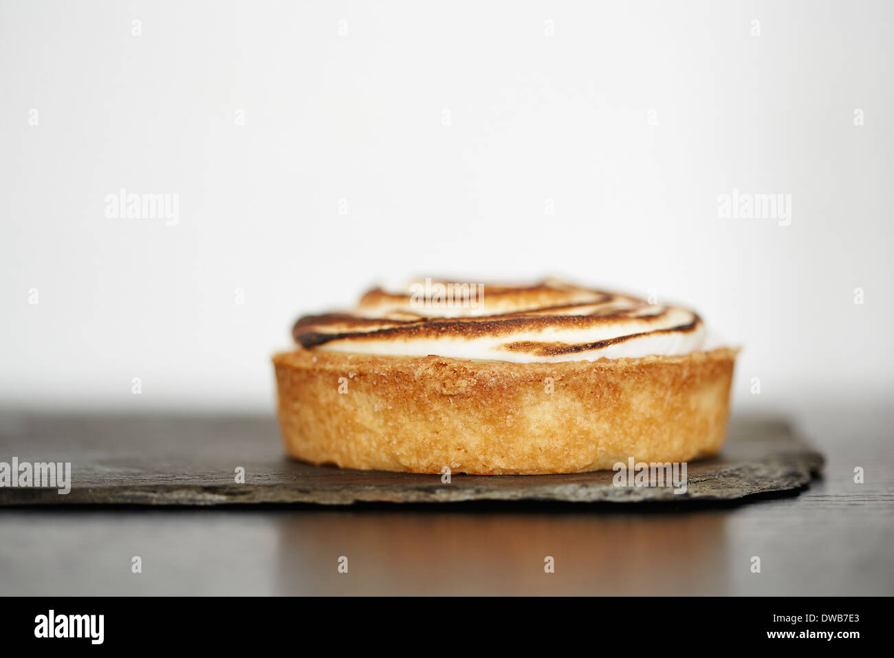 Close up de tarte au citron sur ardoise Photo Stock