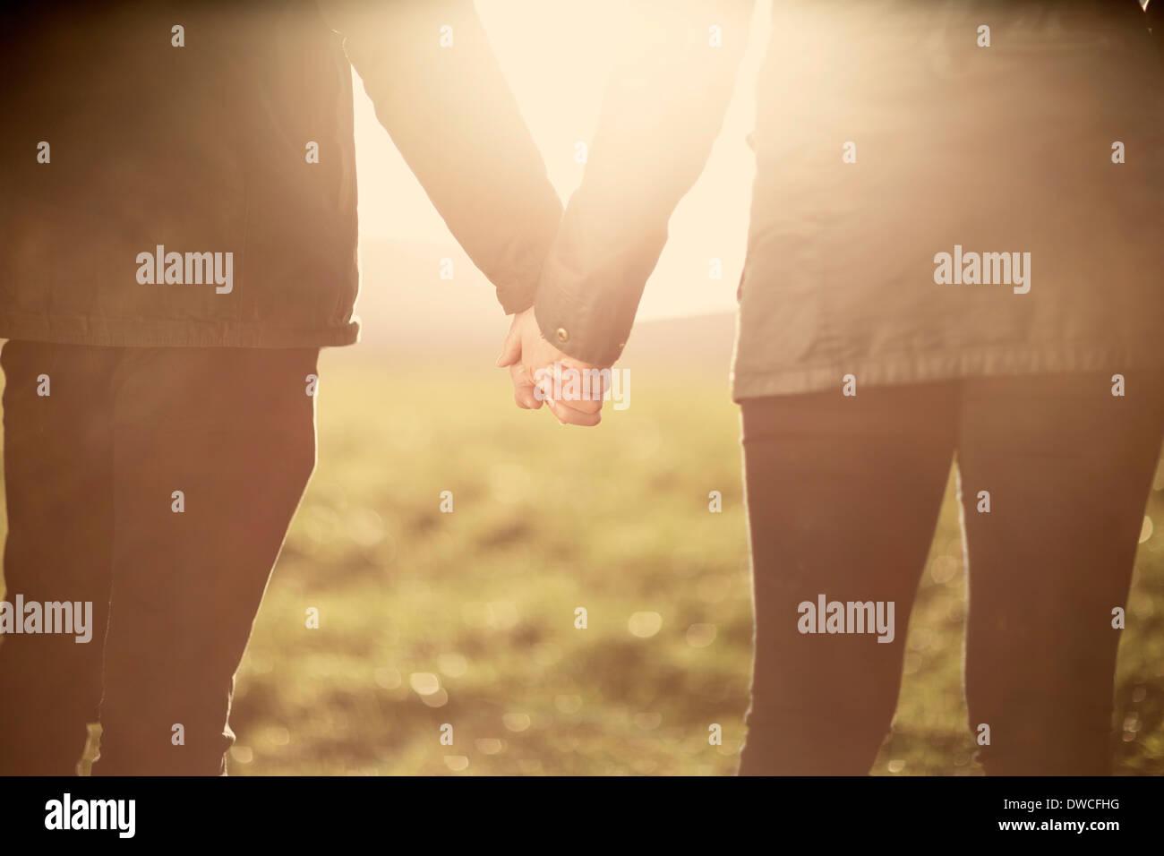 Section intermédiaire de couple, holding hands Photo Stock