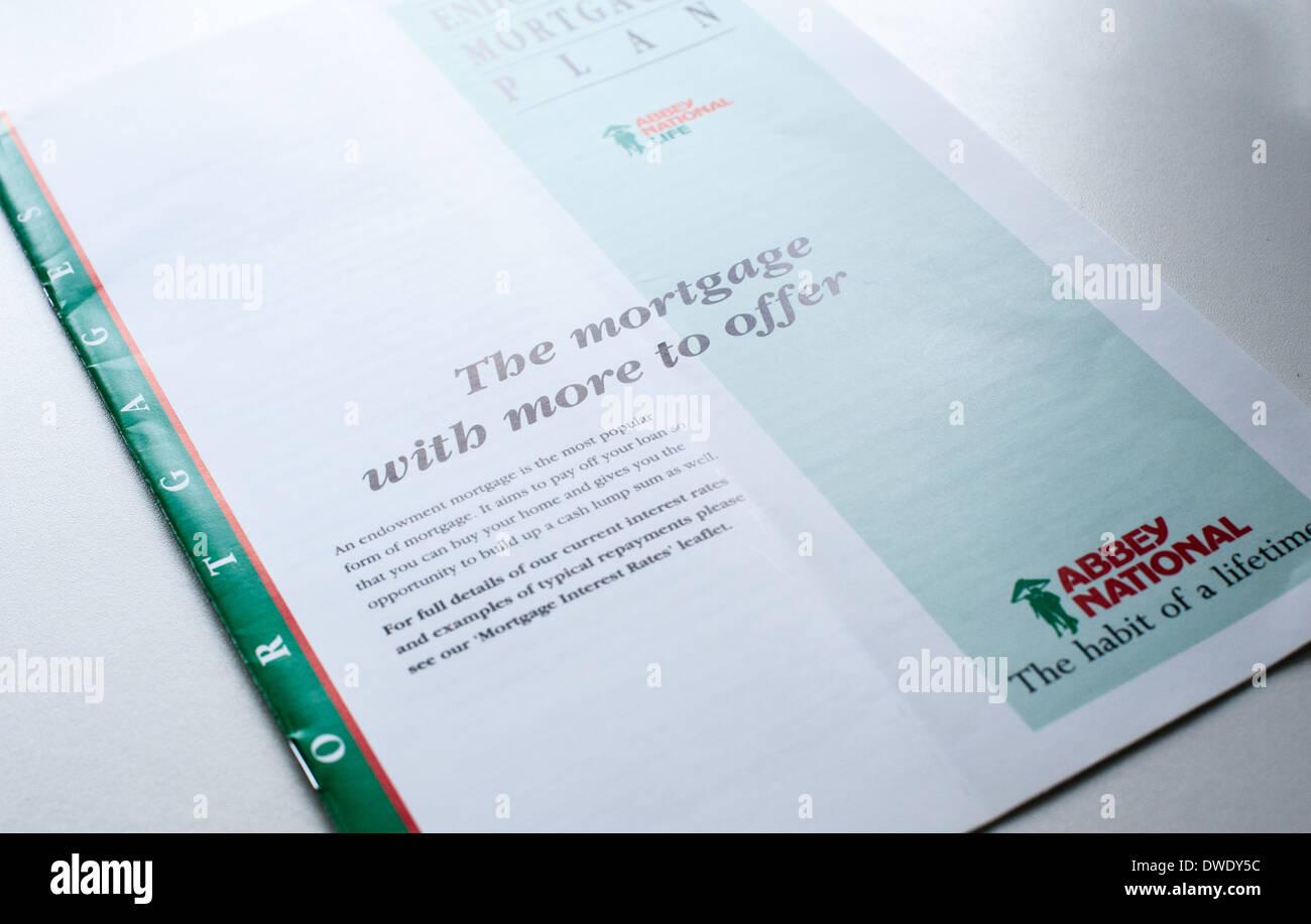 Une des années 1990, Abbey National Endowment mortgage brochure commerciale un paiement prometteuses ainsi que pour couvrir le coût des remboursements Photo Stock
