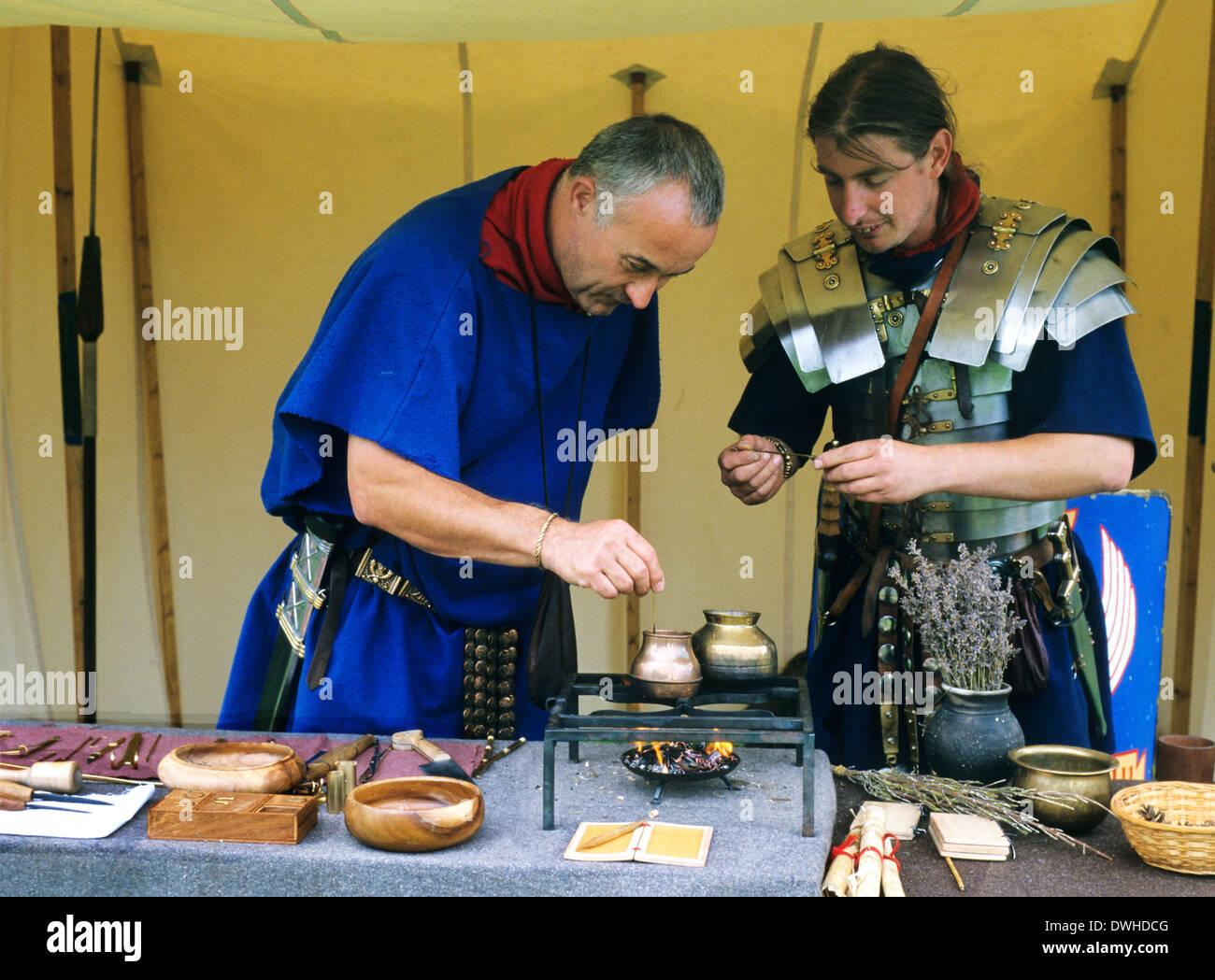 Chirurgien romain, 4e siècle, reconstitution historique des soldats soldat England UK Photo Stock