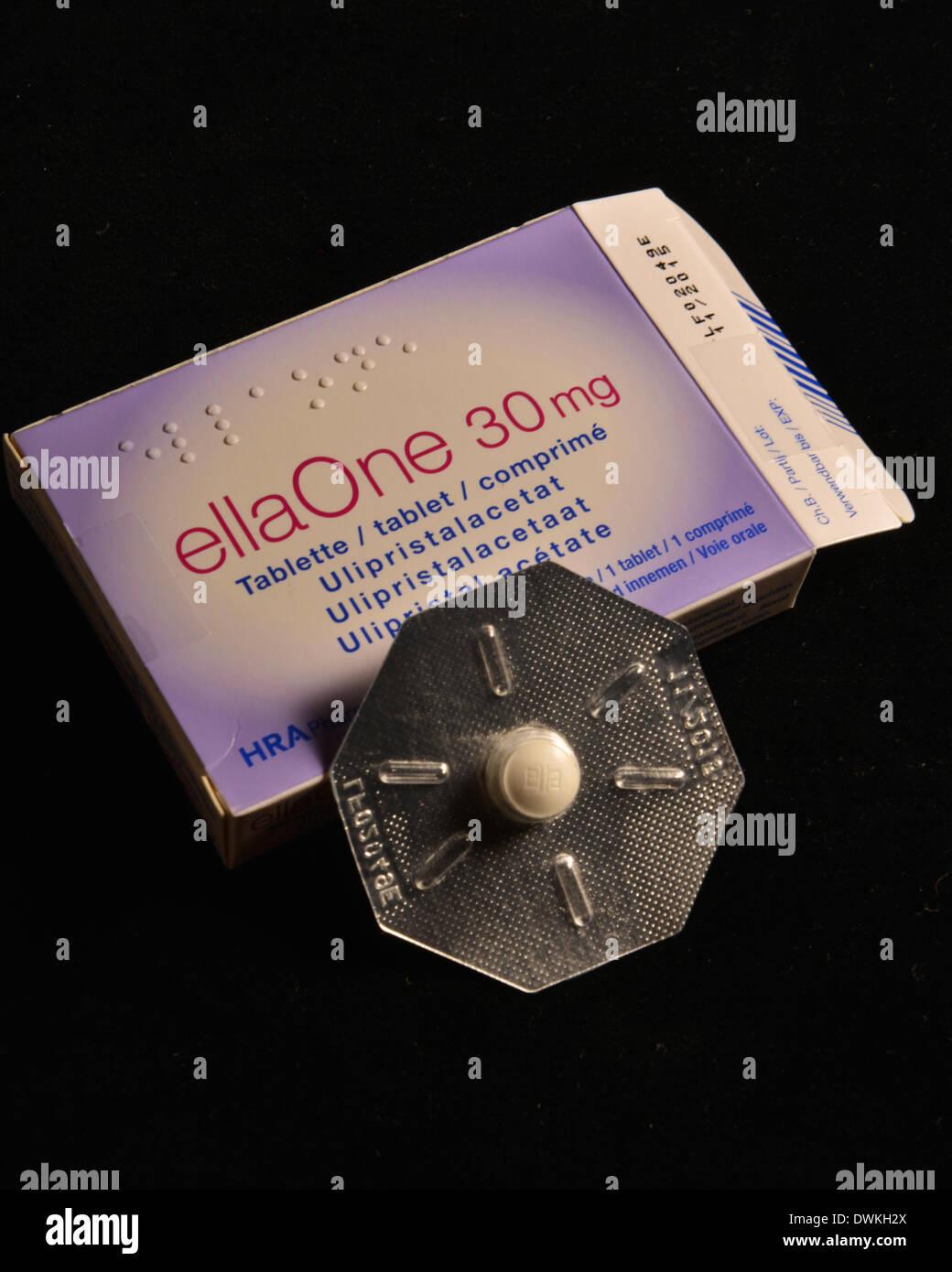 Photo symbole de la pilule du lendemain. Ces préparations sont en partie la controverse dans l'Église catholique pour diverses raisons religieuses. Banque D'Images
