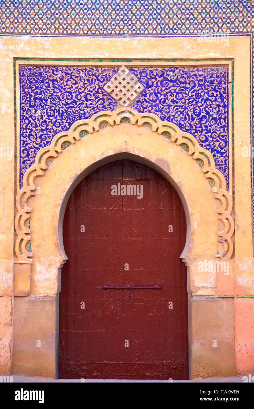 Gate à Palais Royal, Meknès, Maroc, Afrique du Nord, Afrique Photo Stock