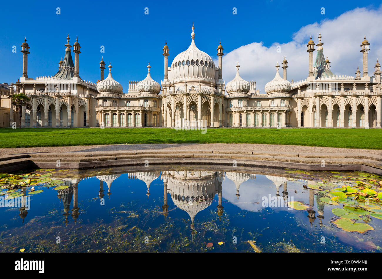 Le pavillon royal de Brighton avec réflexion, Brighton, East Sussex, Angleterre, Royaume-Uni, Europe Photo Stock