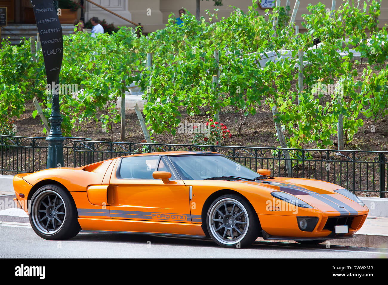 Voiture de luxe sur la rue à Monte Carlo, Monaco. Photo Stock